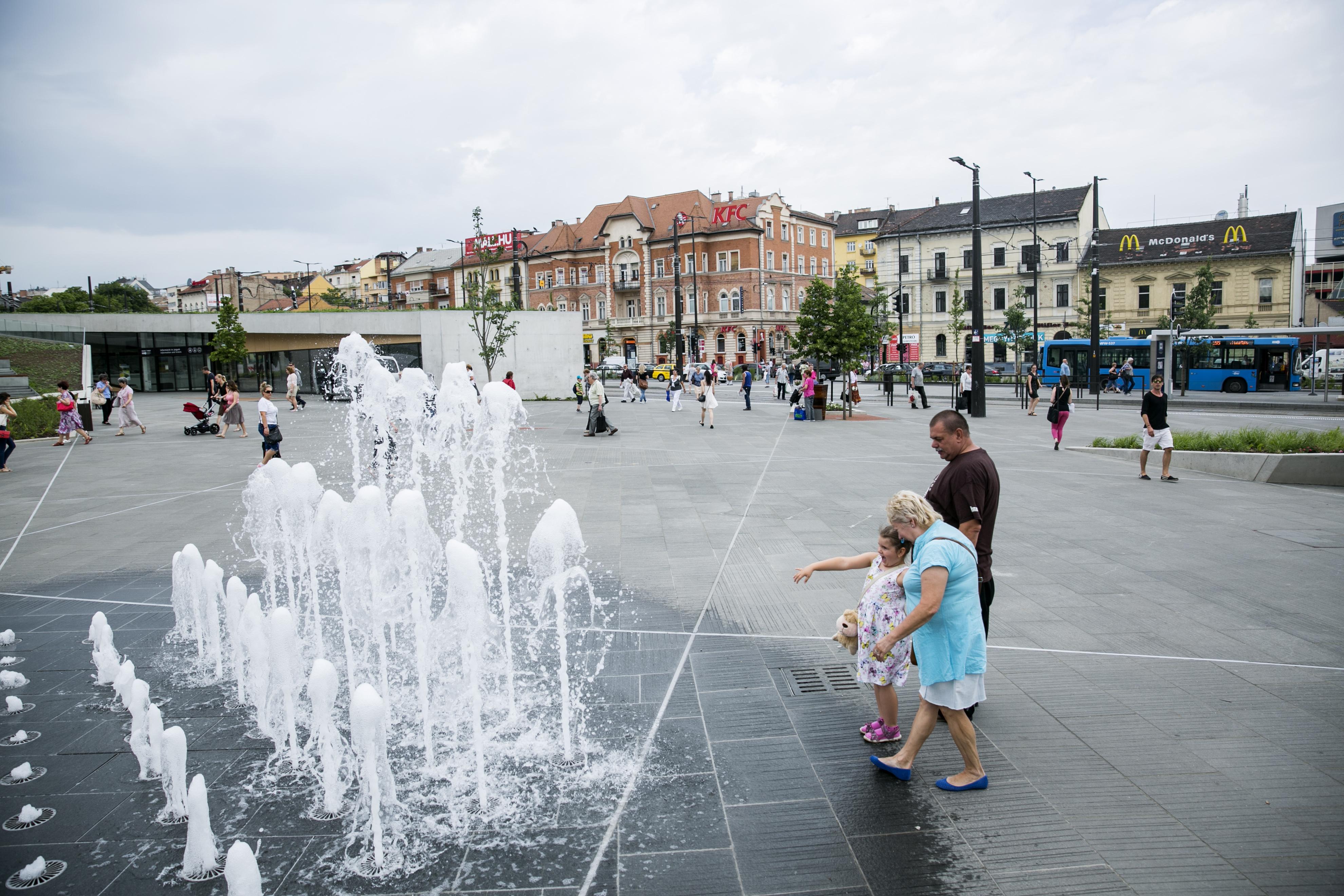 Egy évvel az átadás után lehet, hogy kinyit a nyilvános vécé a Széll Kálmán téren
