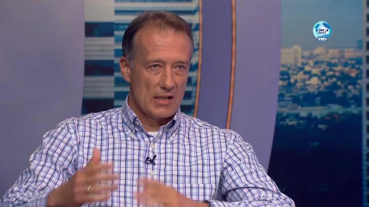 Az edzőként eltiltott Bozsik Péter 59 évesen, frissen igazolt játékosként ült le a kispadra