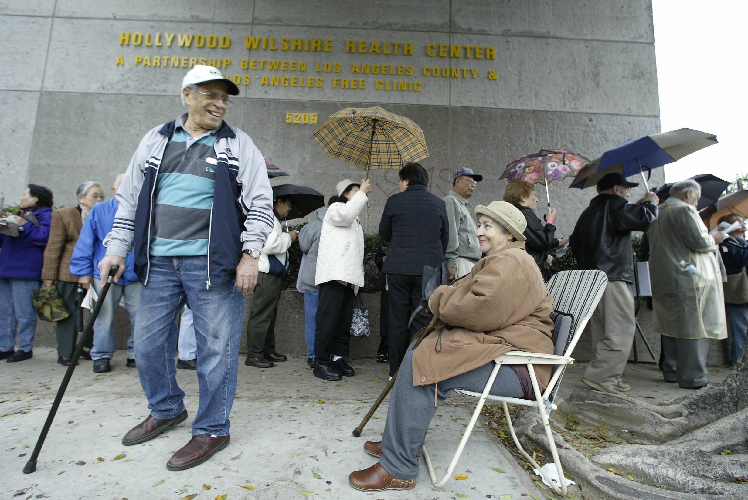 Már majdnem 10 évvel tovább élnek a nyugat-európaiak, mint a keletiek