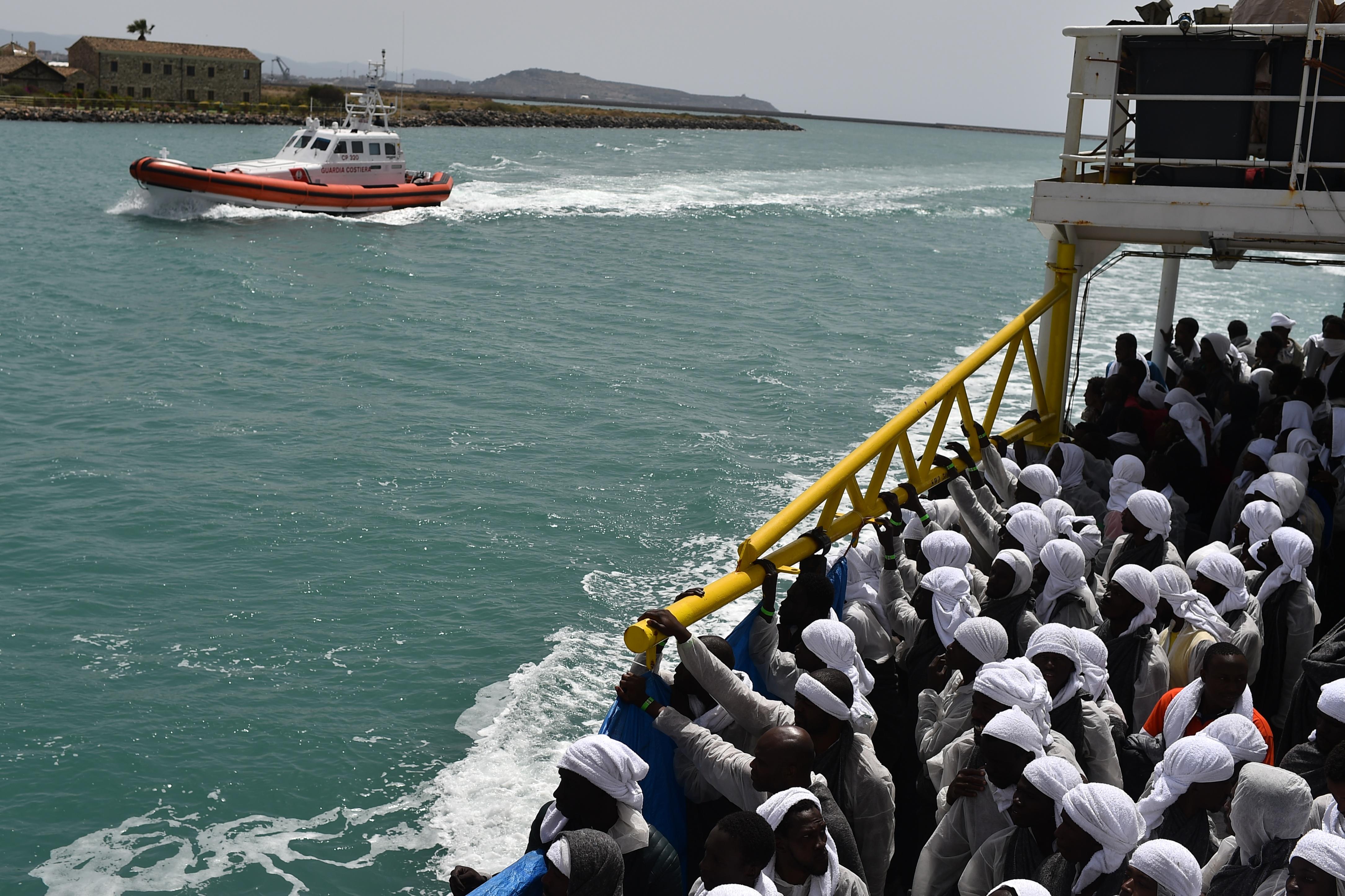 Az elmúlt 24 órában 3400 migránst mentettek ki a Földközi-tengeren