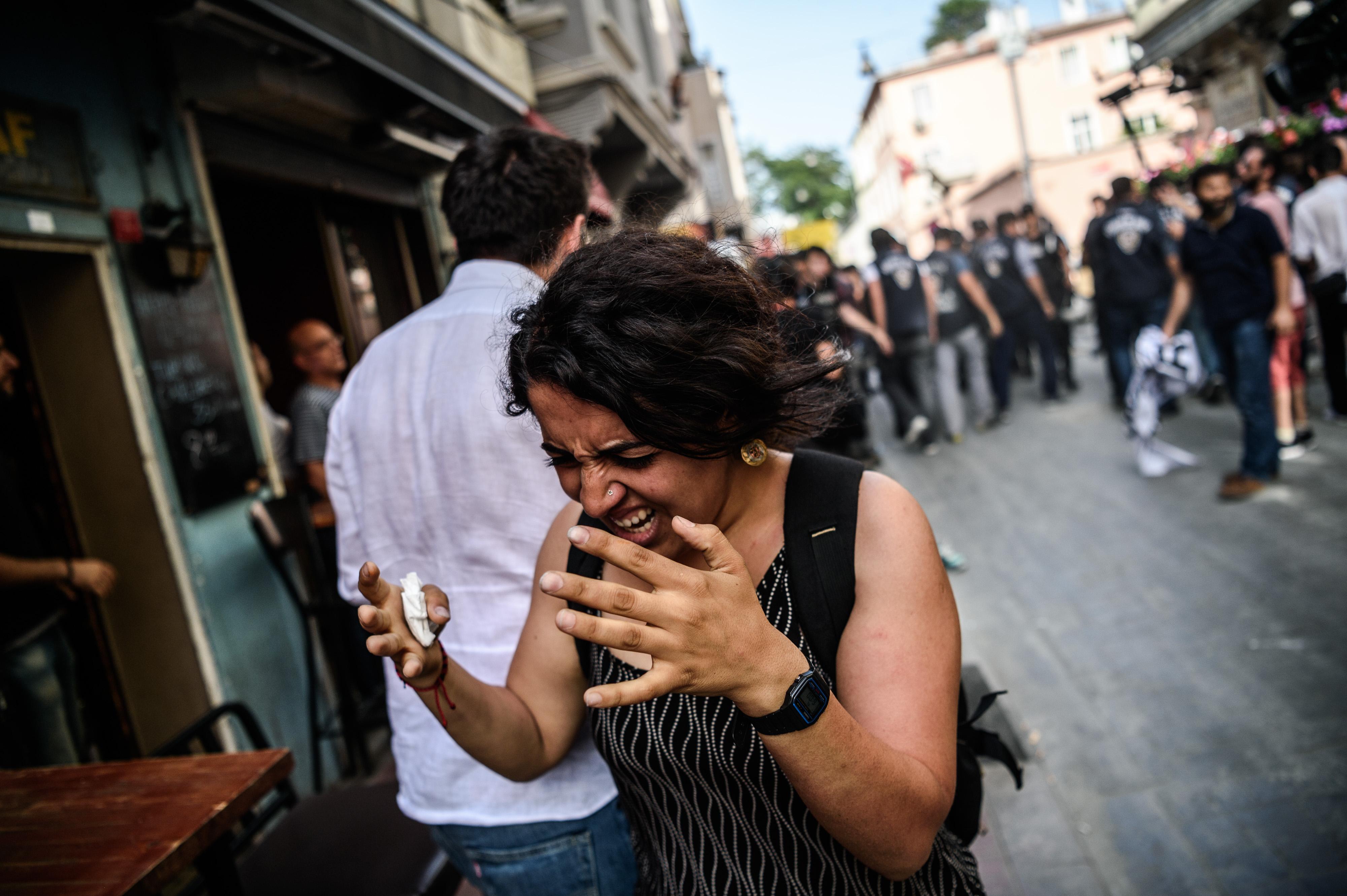 Könnygázzal oszlatta fel a rendőrség az isztambuli melegfelvonulást