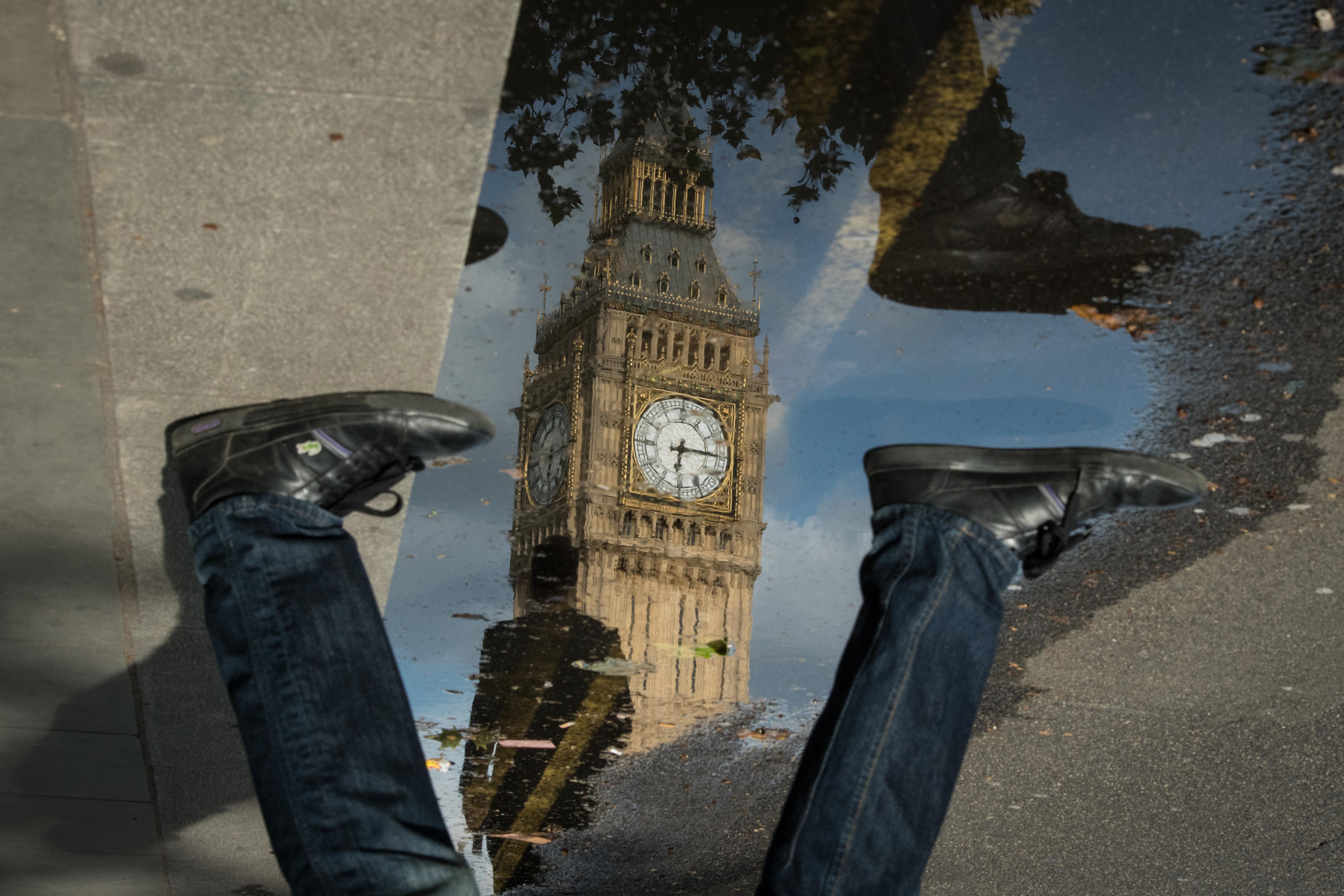 A diplomások családdal, a szakmunkások egyedül mennek inkább külföldre