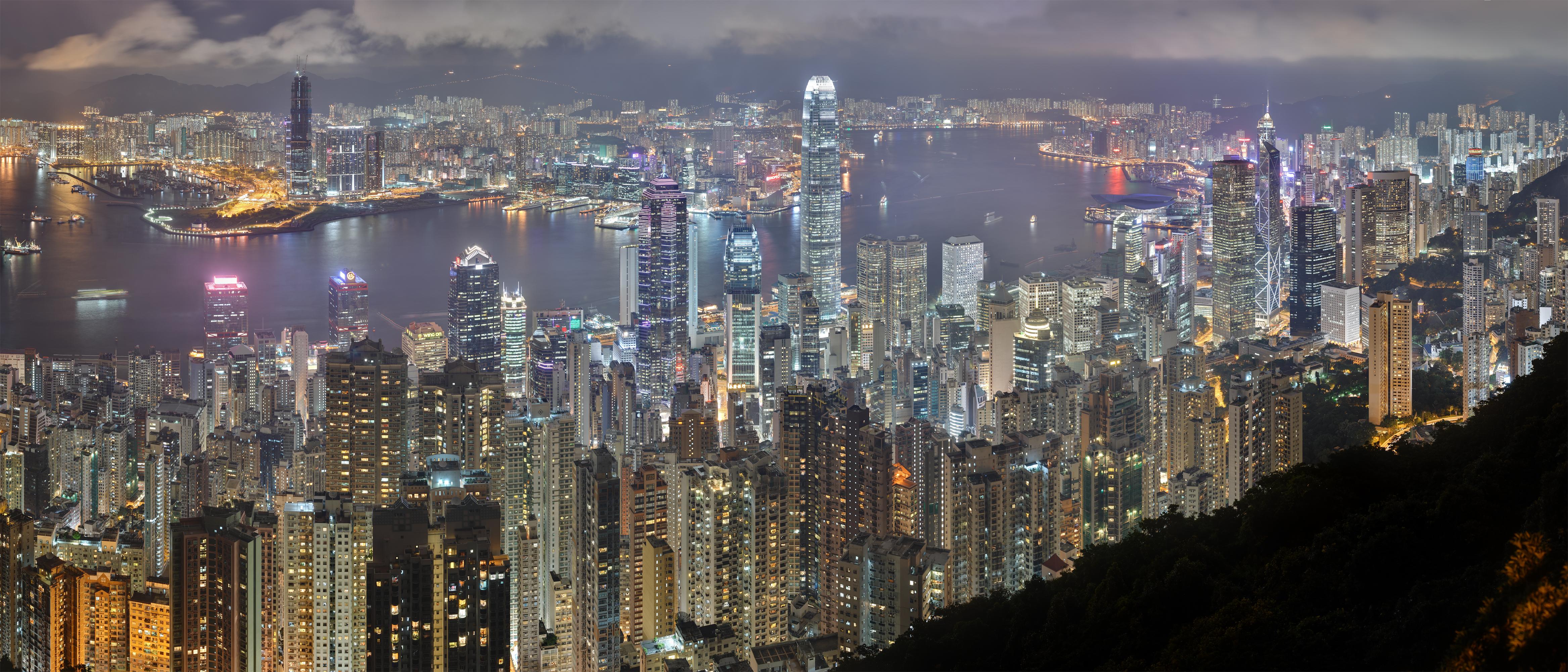 Hongkongi helikopteres túra köti össze Habony Árpádot a magyar letelepedési kötvények egyik offshore forgalmazójával