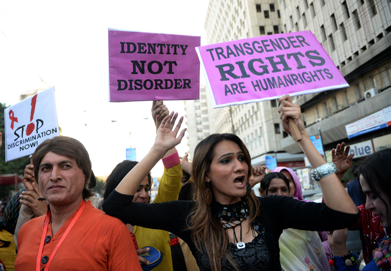Pakisztáni imámok engedélyeznék a transzneműek közötti házasságot