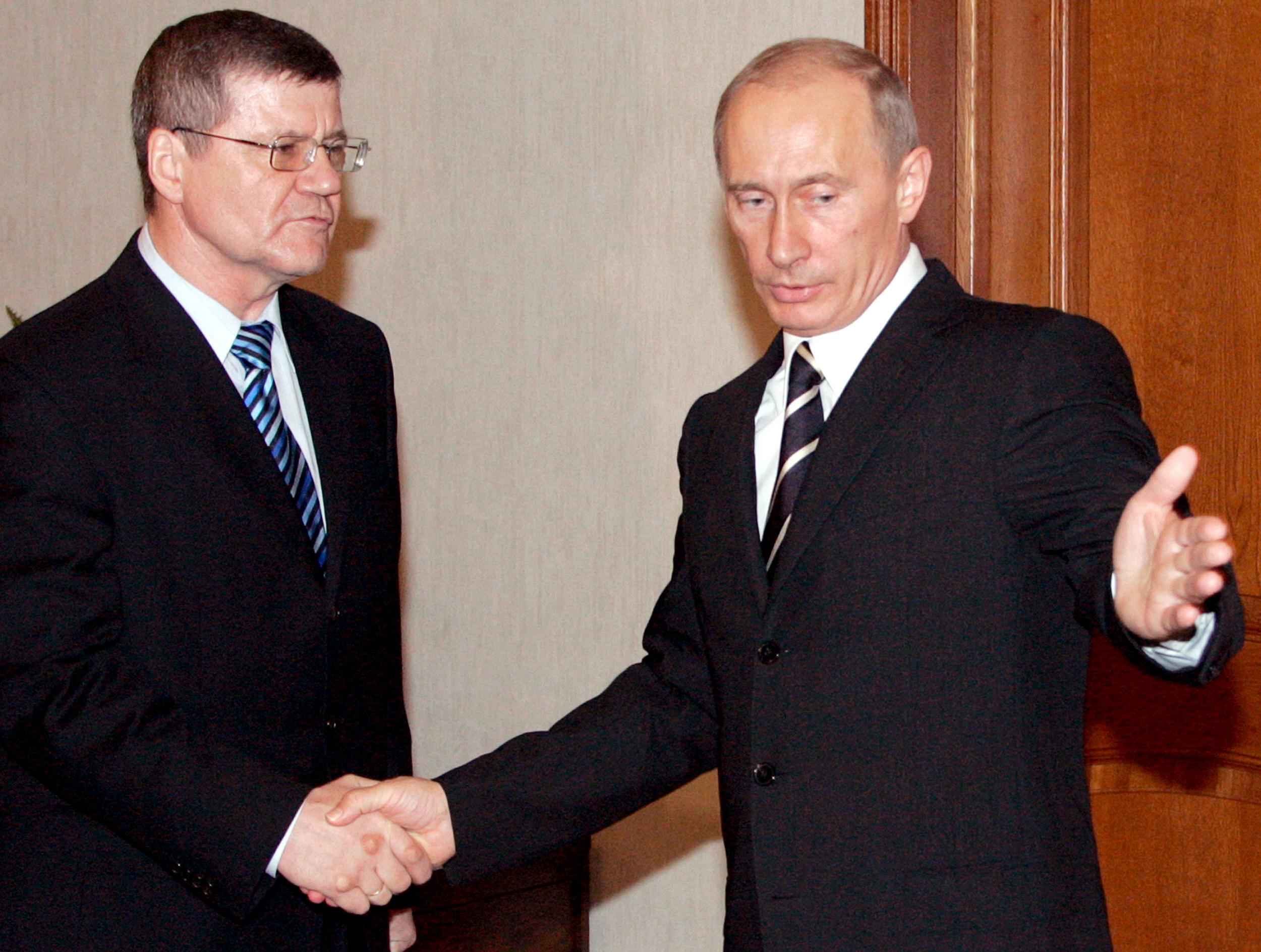 Hiába a fia korrupciós és szervezett bűnözi botránya, újraválasztották a legfőbb ügyészt Oroszországban