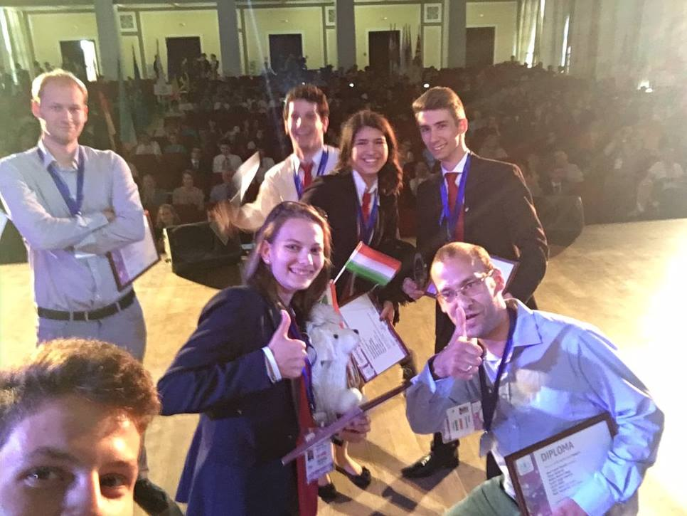 Irány a Nagykörút! Ezüstérmesek lettek a magyar fiatalok a Nemzetközi Ifjúsági Fizikatornán