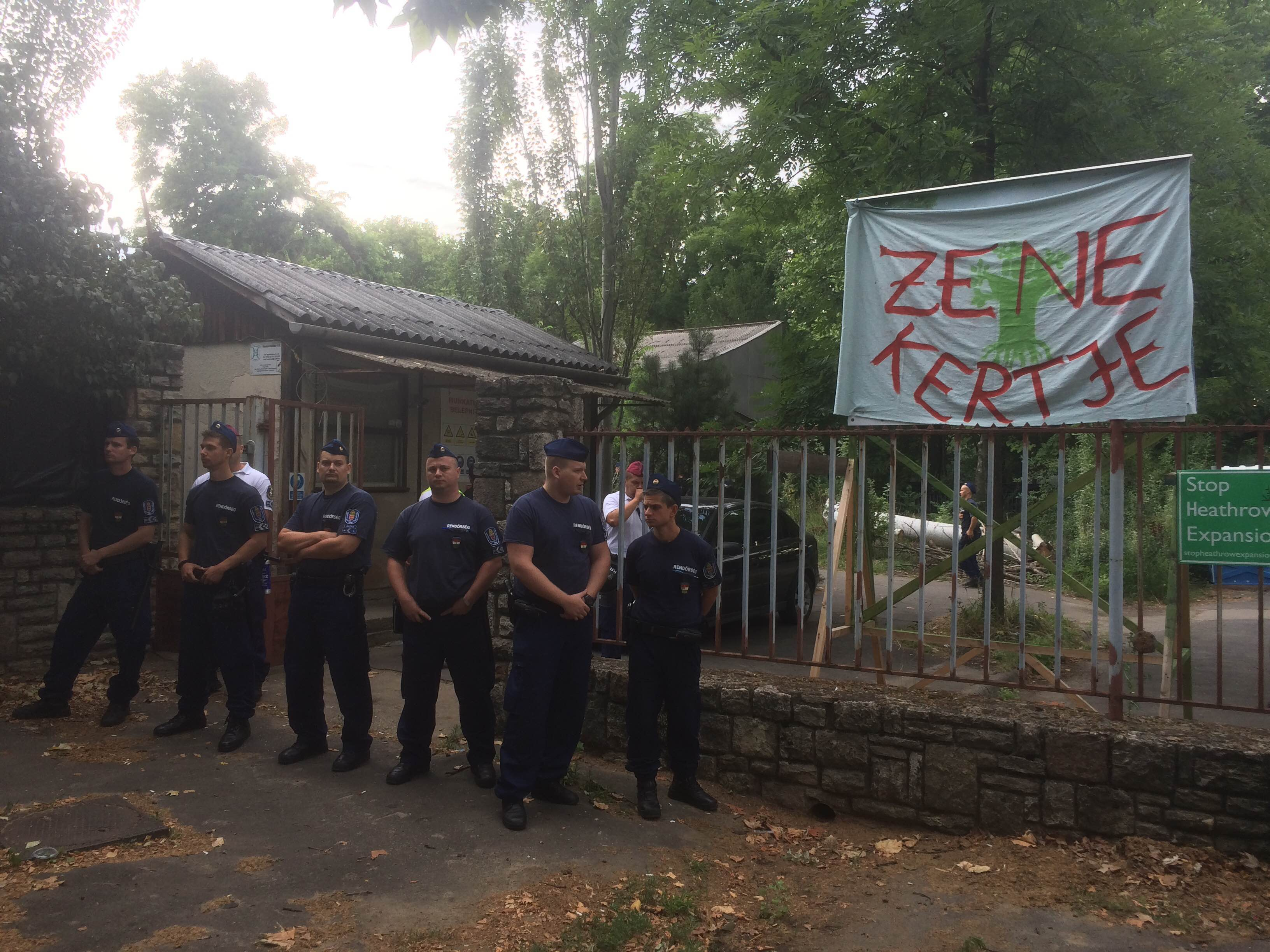 Több száz rendőr szállta meg a ligetvédők táborát
