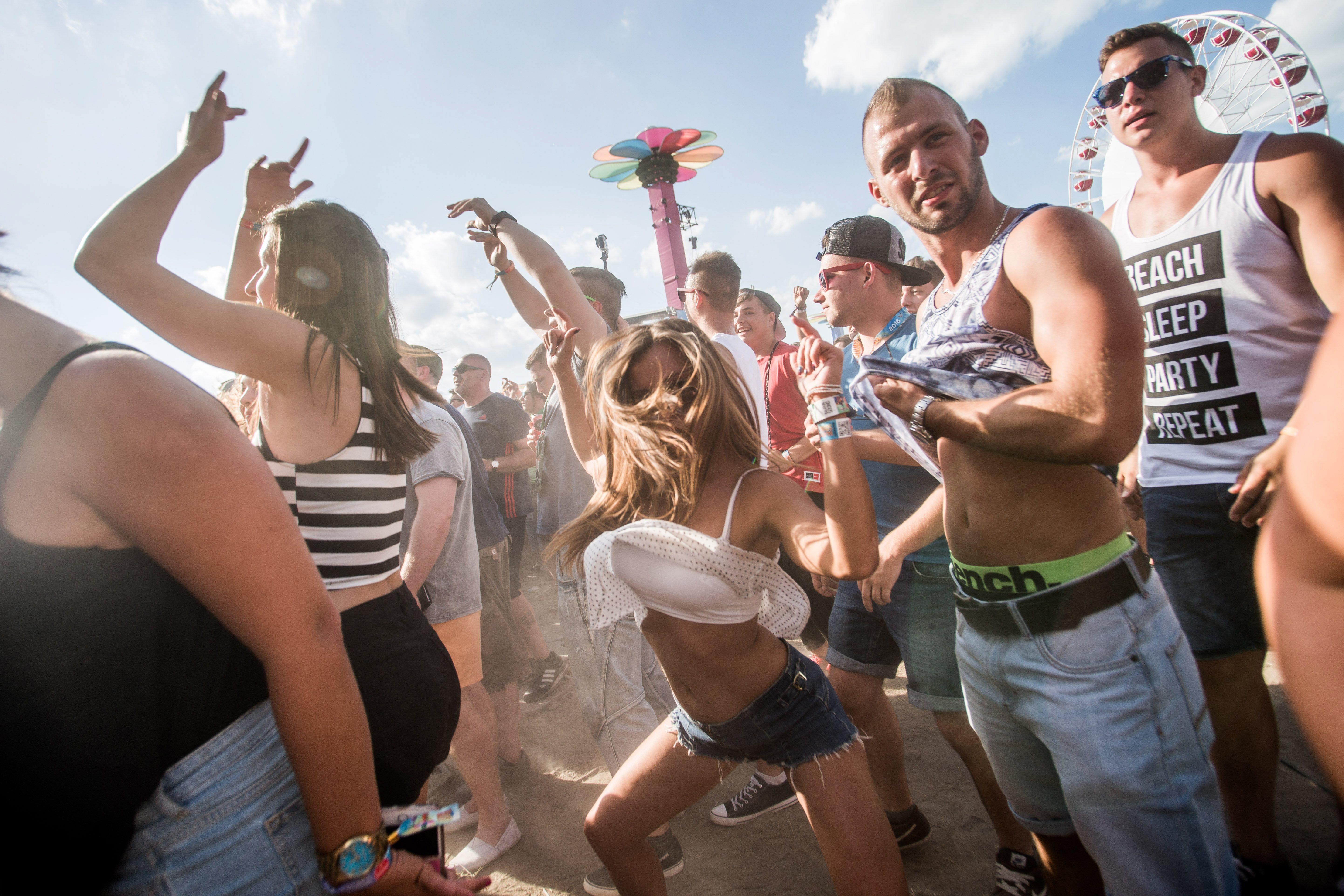 Több brit nyári fesztiválon hivatalosan bevizsgáltathatják majd kábítószereiket a bulizók