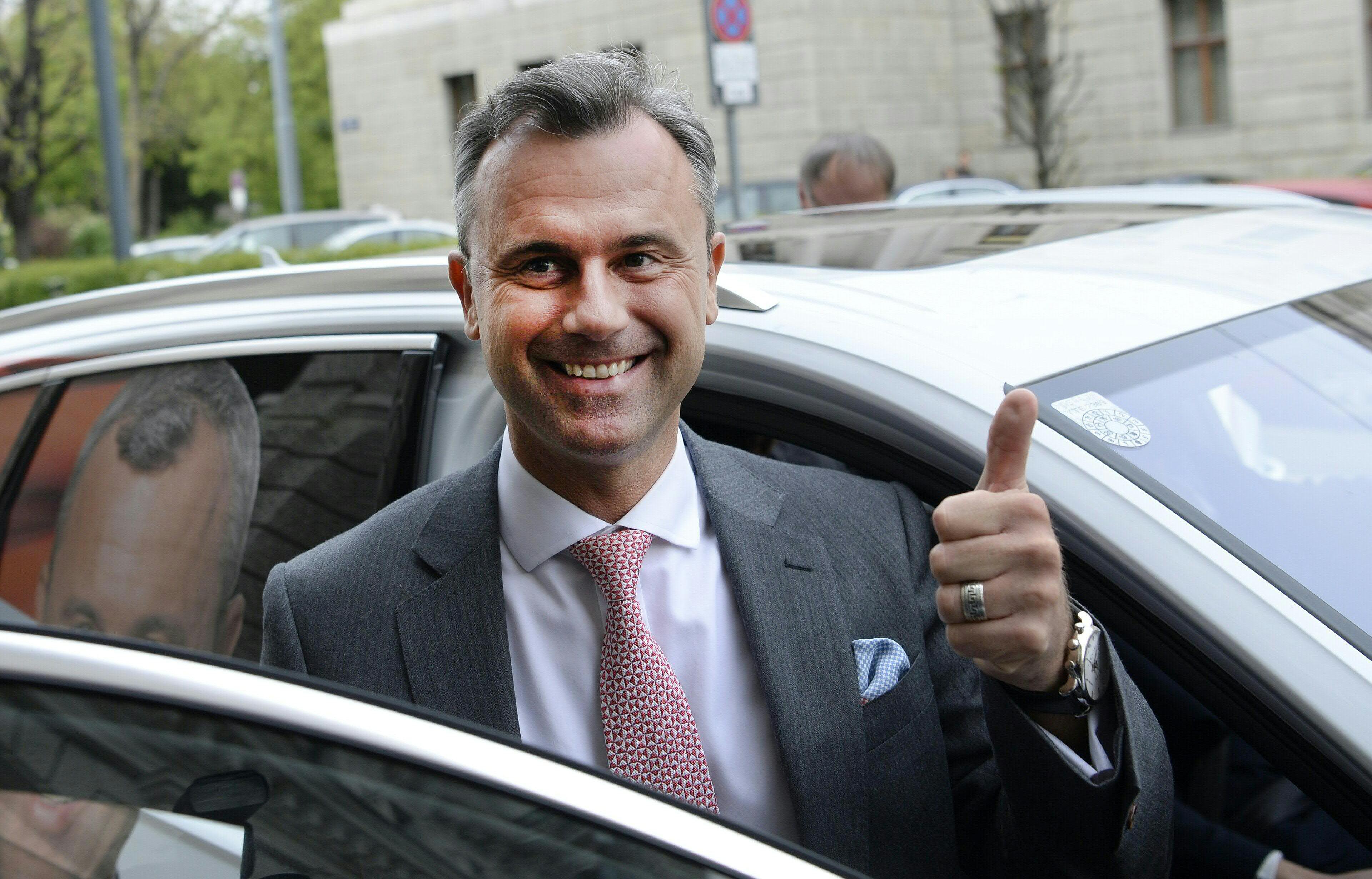 Orbán már az osztrák szélsőjobboldal elnökjelöltjének is túl kemény