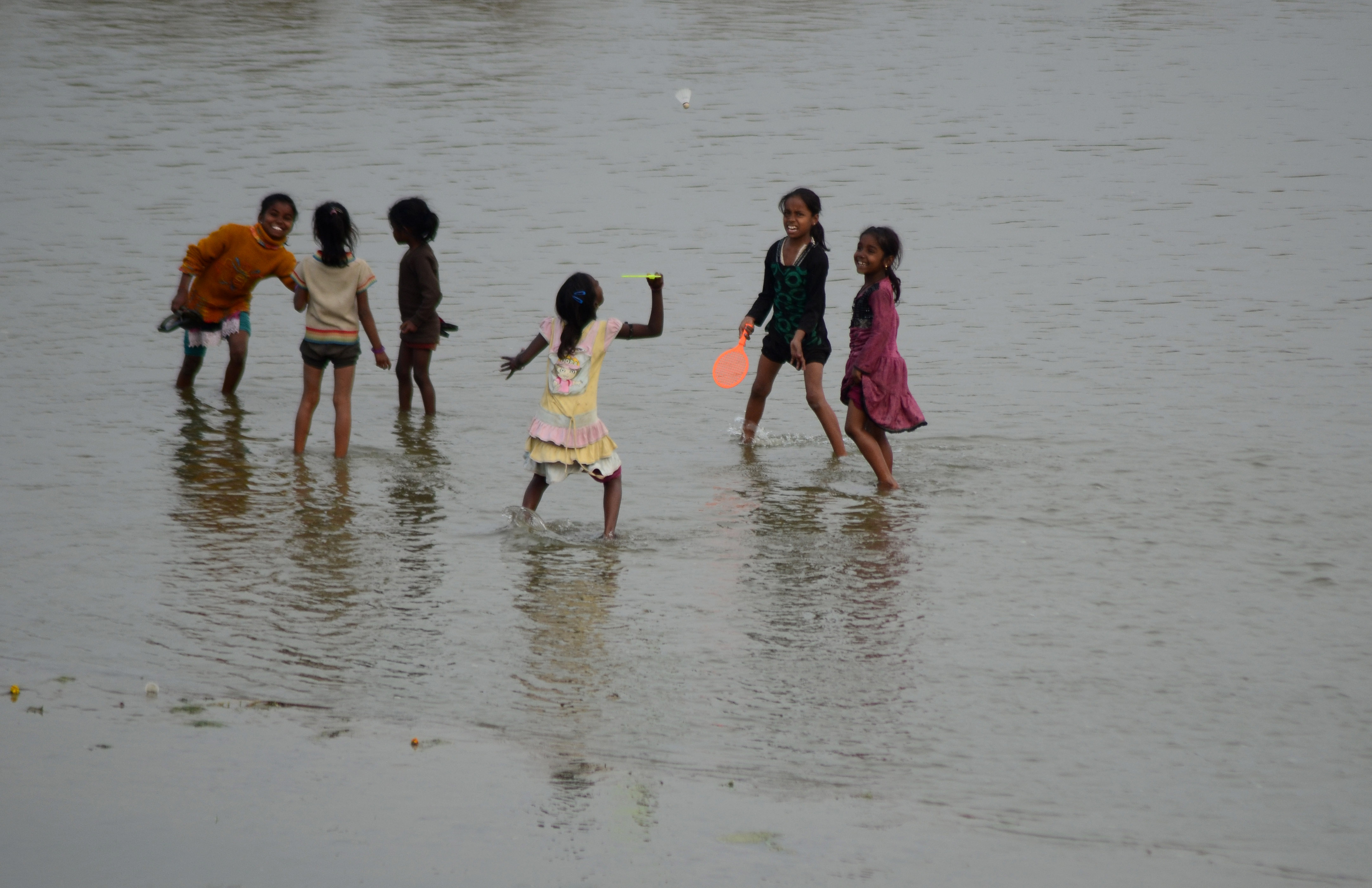 Hatalmasat húzott az indiai posta, elkezdték árulni a Gangesz vizét