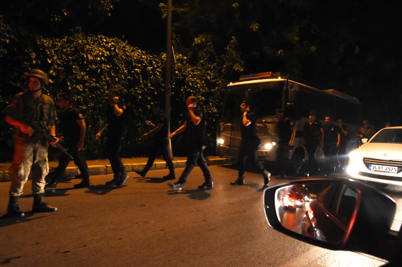 Katonai puccsba kezdett a hadsereg Törökországban