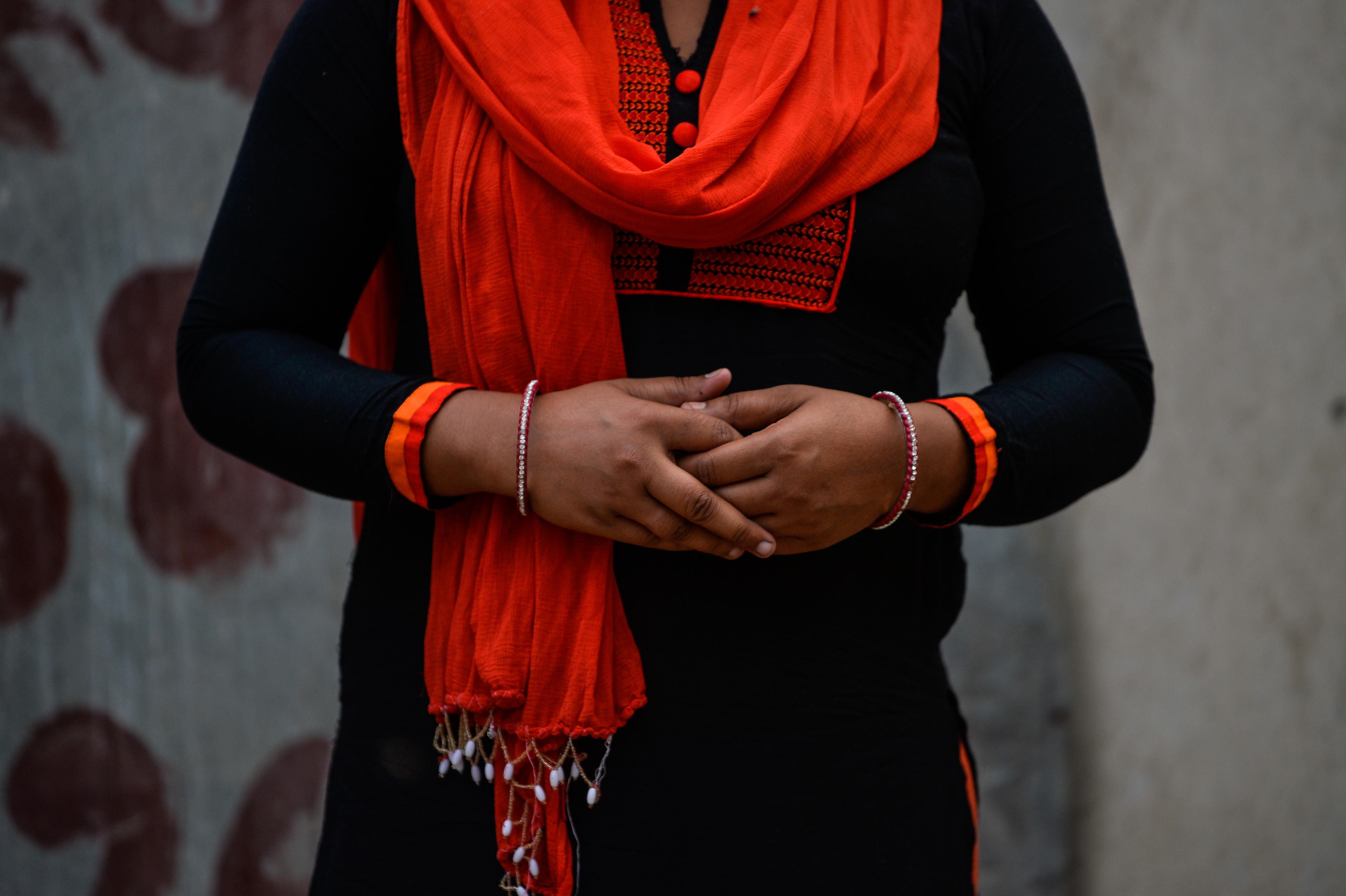 Egy indiai férfi rendszeresen zaklatott egy nőt, mire annak elege lett, és levágta a férfi farkát