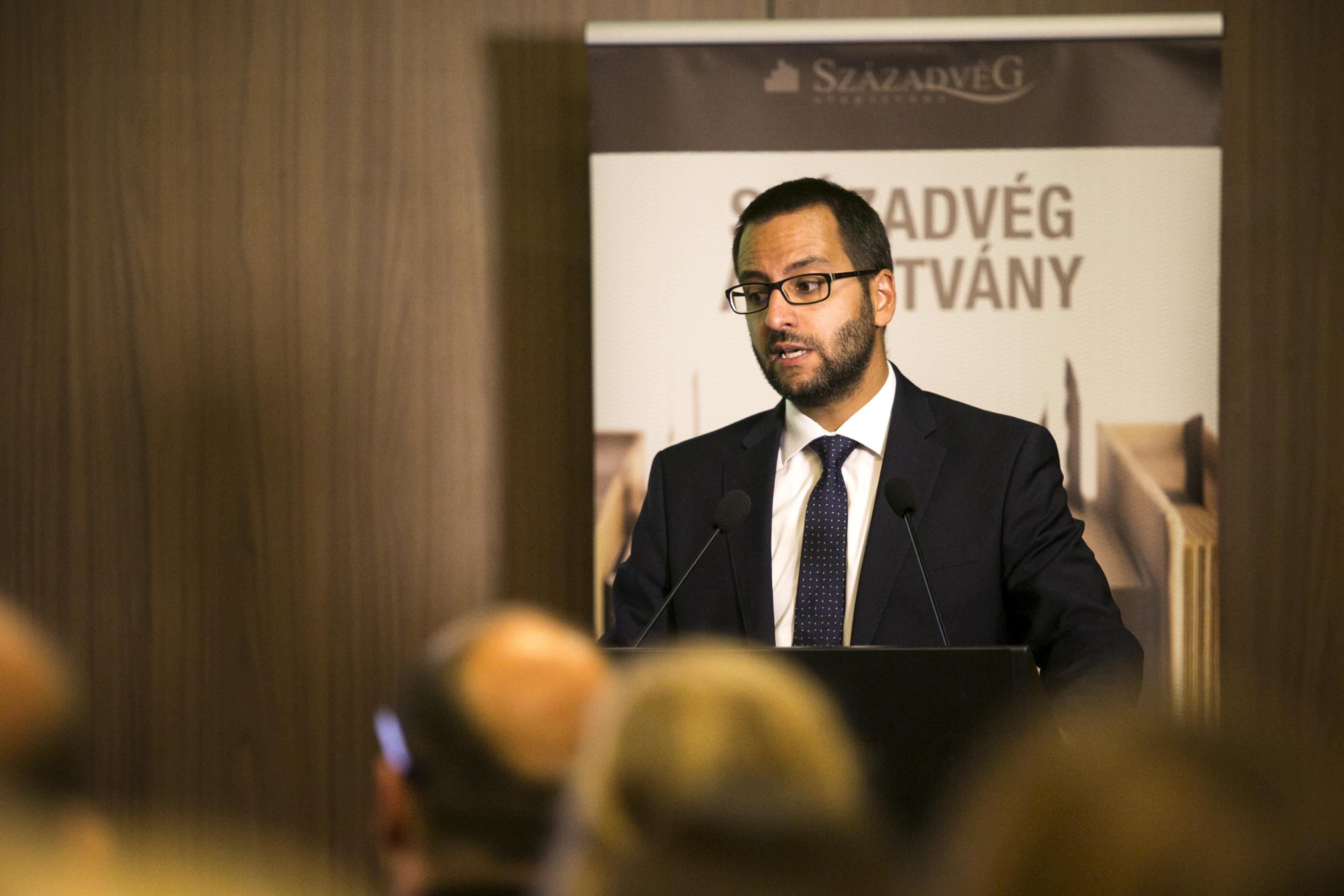 1,1 milliárdot kap a Századvég megkutatni, hogy mit gondolnak a migrációról Európában