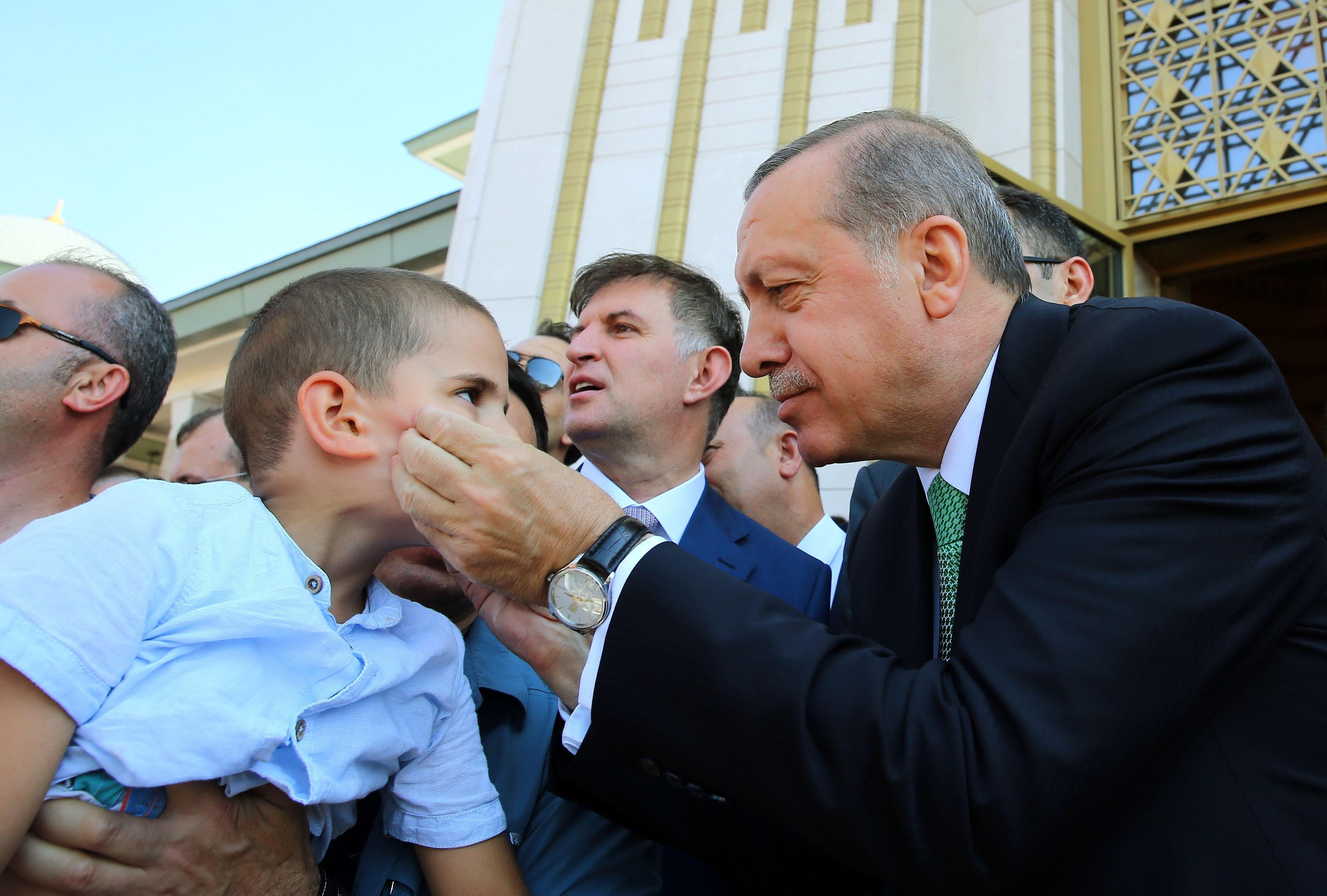 Nincs vége a puccs utáni tisztogatásnak: most tízezer közalkalmazottat rúgtak ki Törökországban