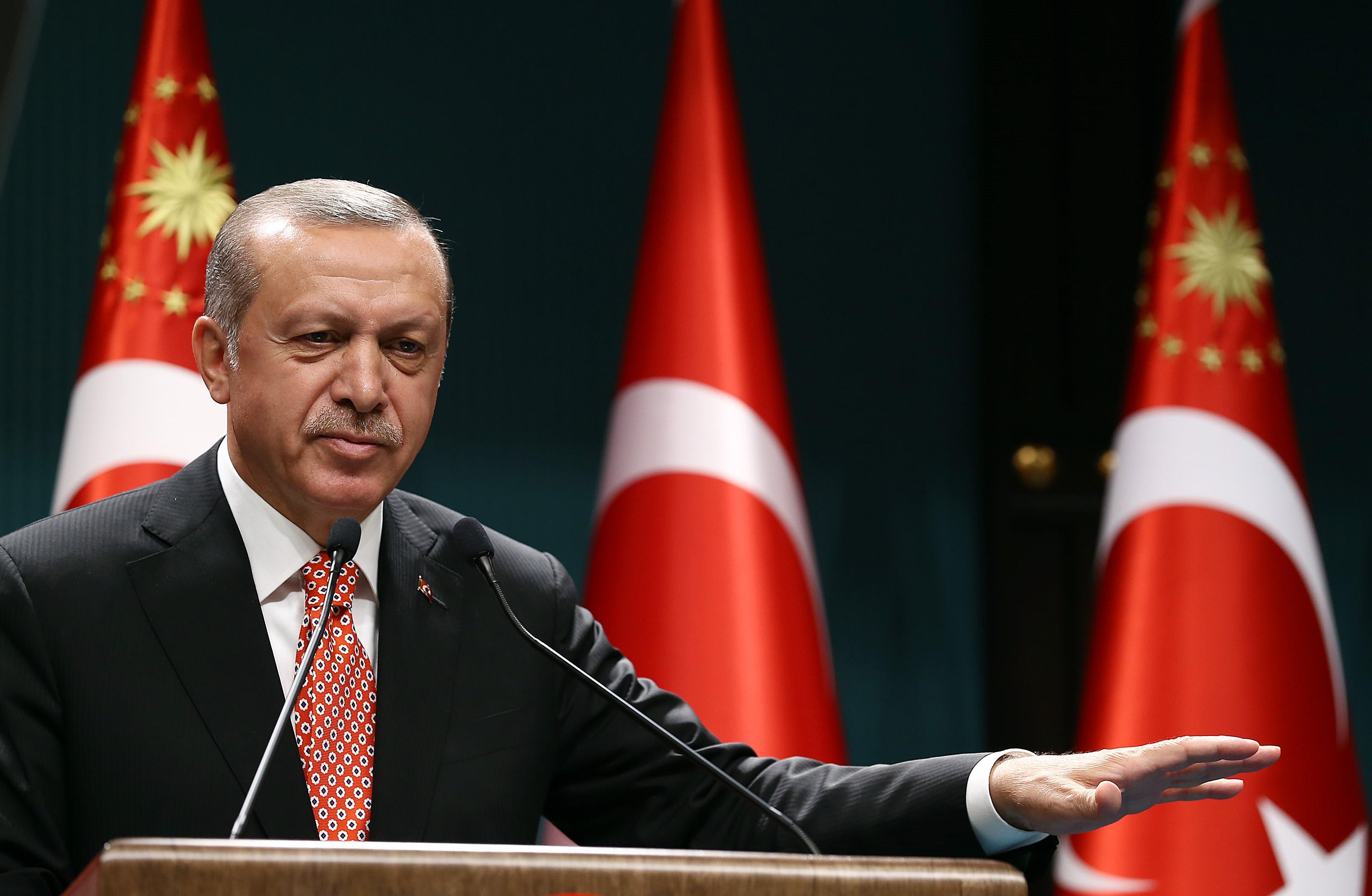 Erdogan meghosszabbítja a rendkívüli állapotot