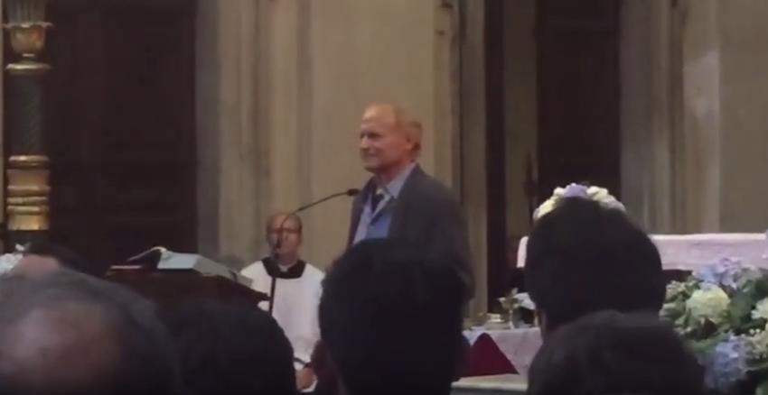 Hallottad már szinkronizálva Terence Hill gyászbeszédét Bud Spencer temetésén?