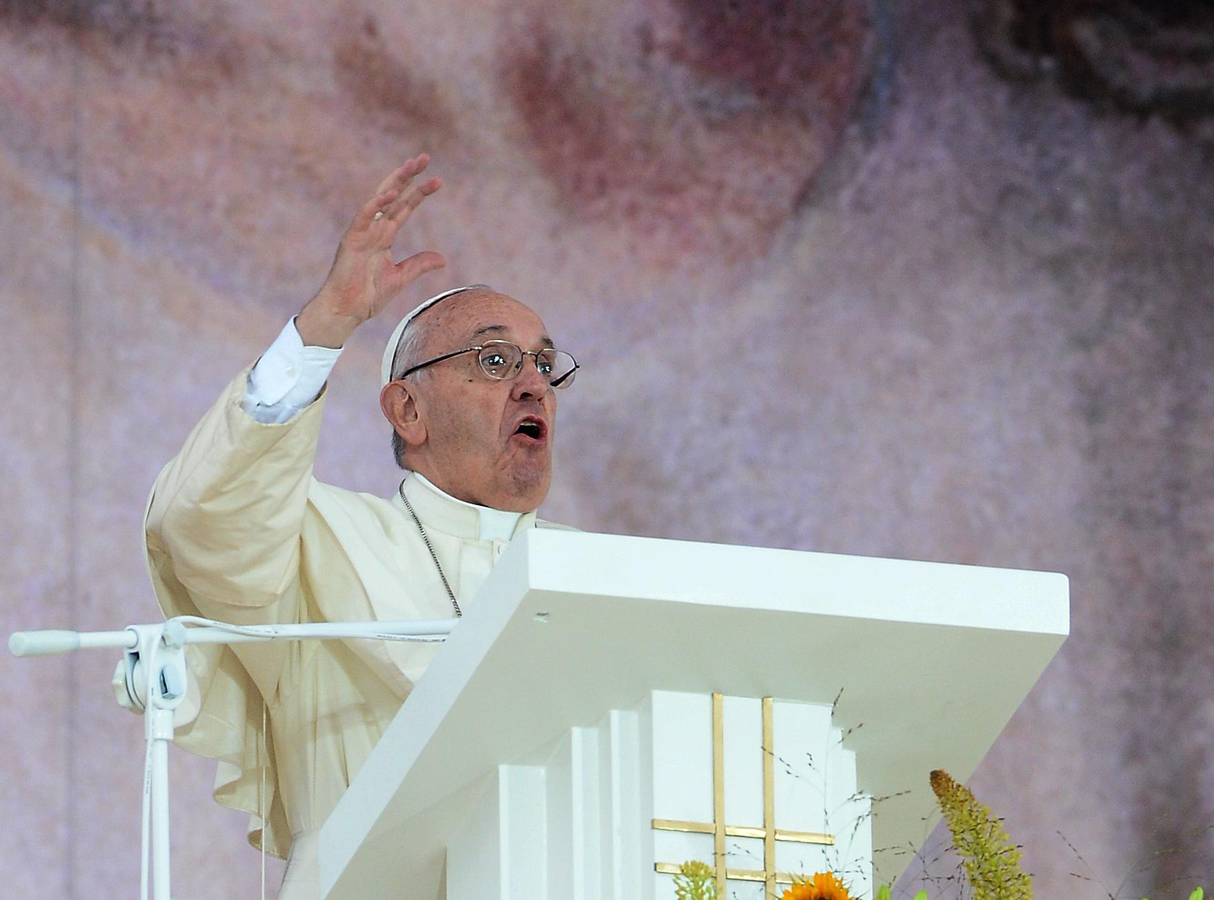 Ferenc pápa: Ha szóvá teszem az iszlám erőszakot, akkor szóvá kell tenni a katolikus erőszakot is