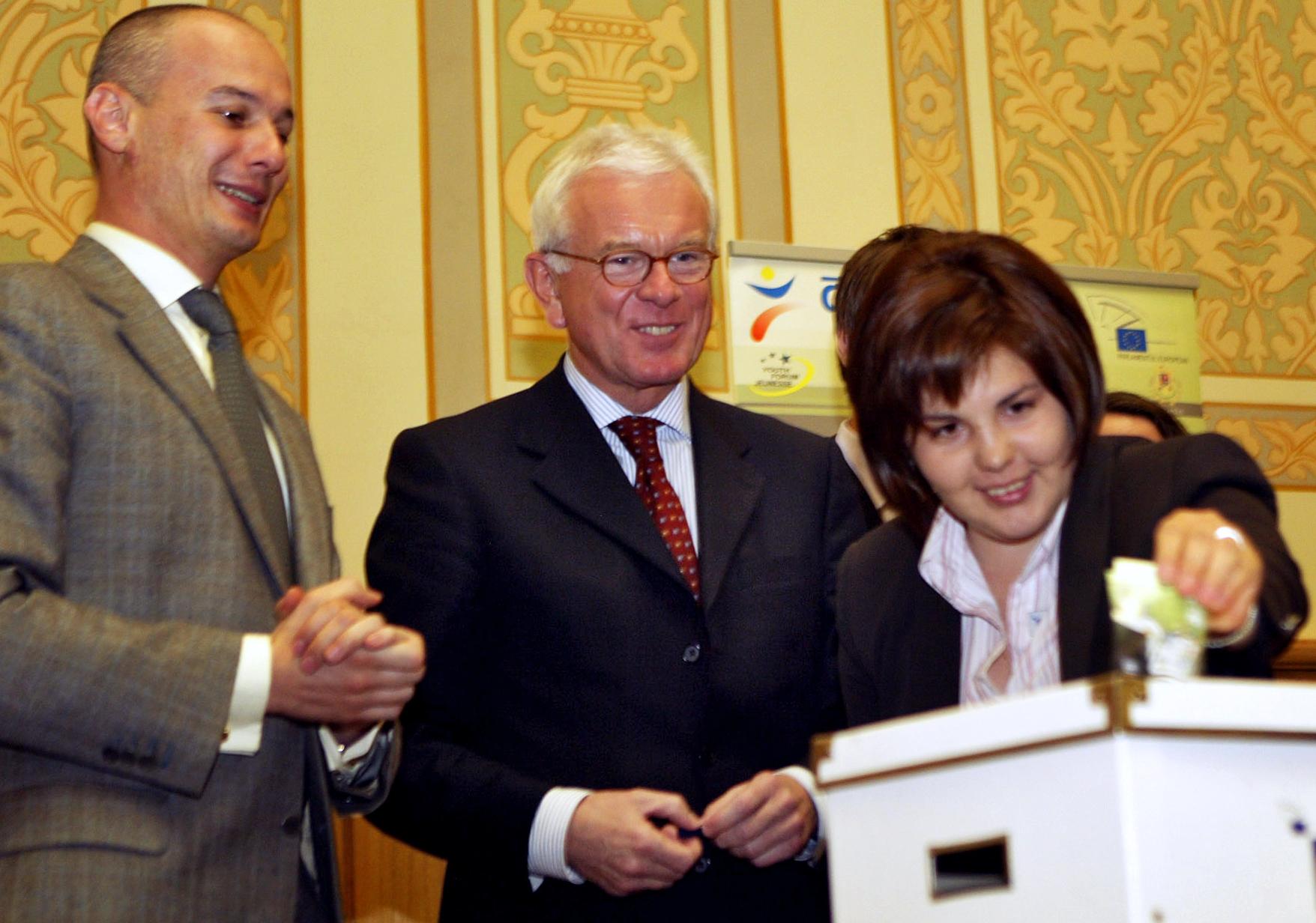 Korrupció miatt őrizetbe vették a volt román házelnököt