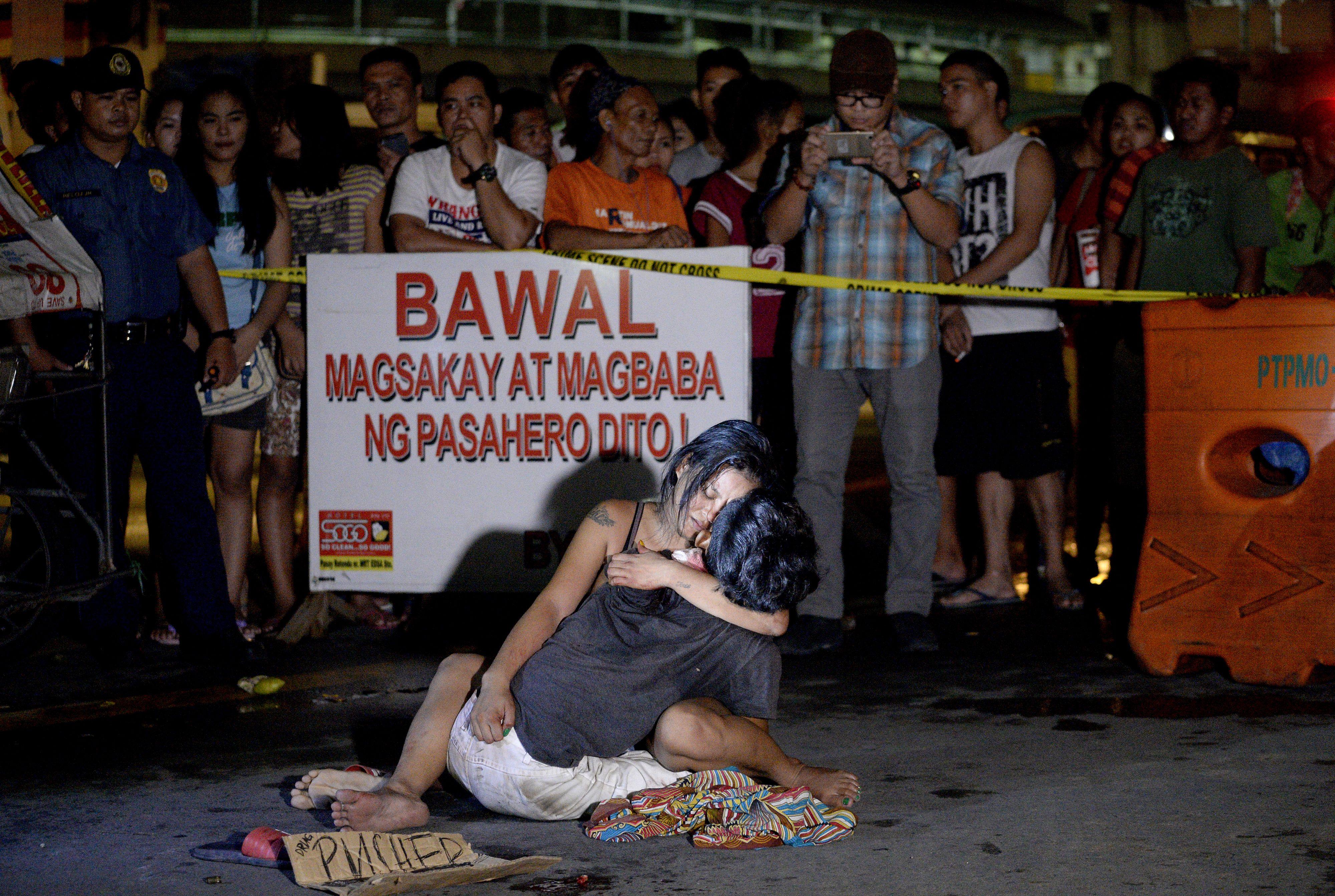 Már több mint félezer halottja van a Fülöp-szigeteki drogellenes vérfürdőnek