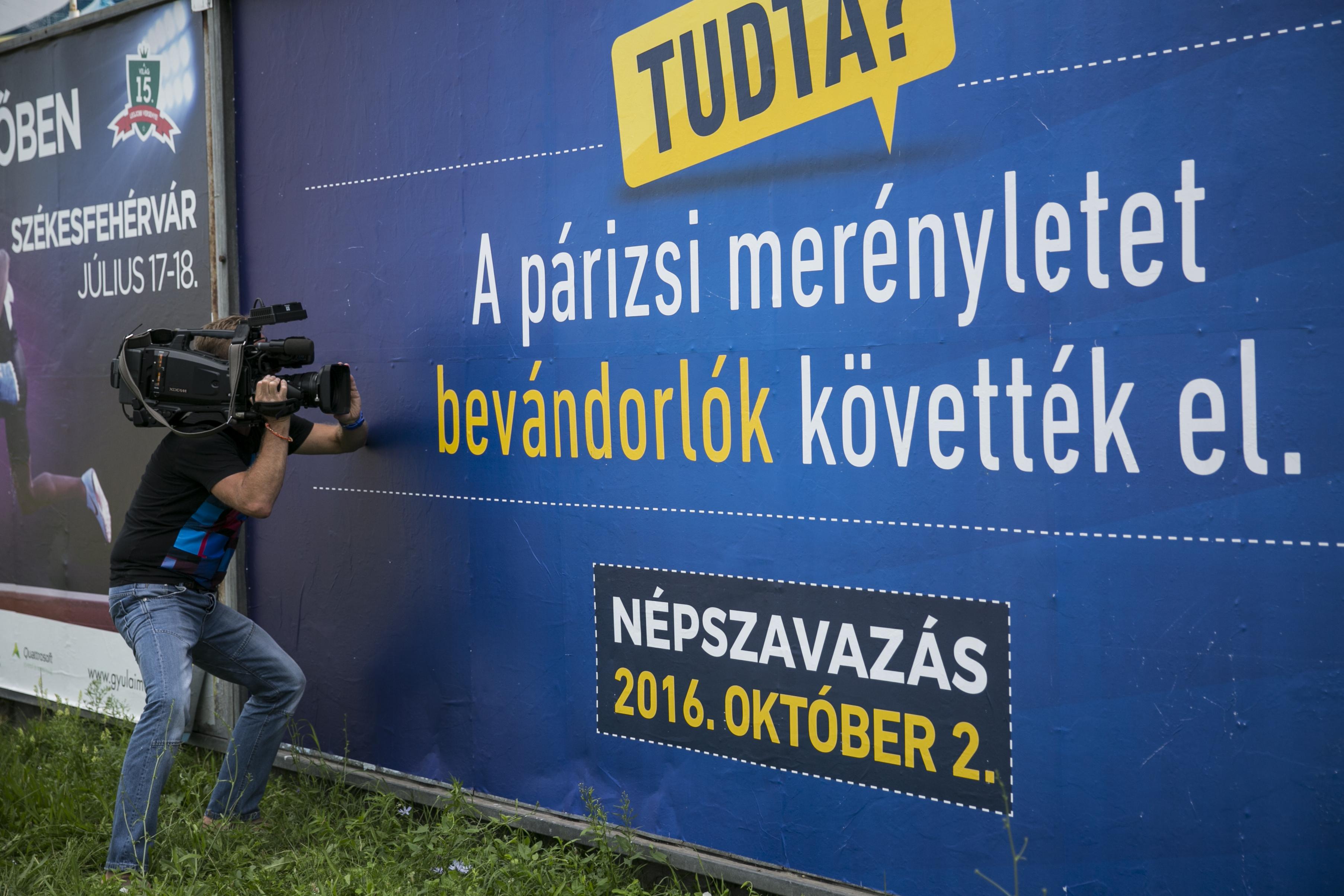 Hatékony volt az idegenellenes kormánypropaganda: a magyarok már jobban utálják az arabokat, mint a cigányokat