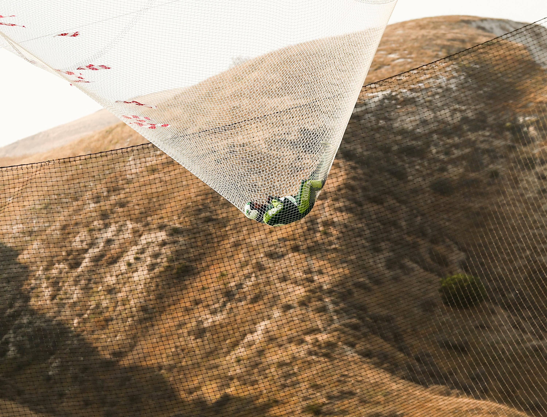 """""""Feleségem van, gyerekem és élni is akarok még"""" - mondta, amikor először megkeresték az ejtőernyő nélküli ugrás ötletével"""