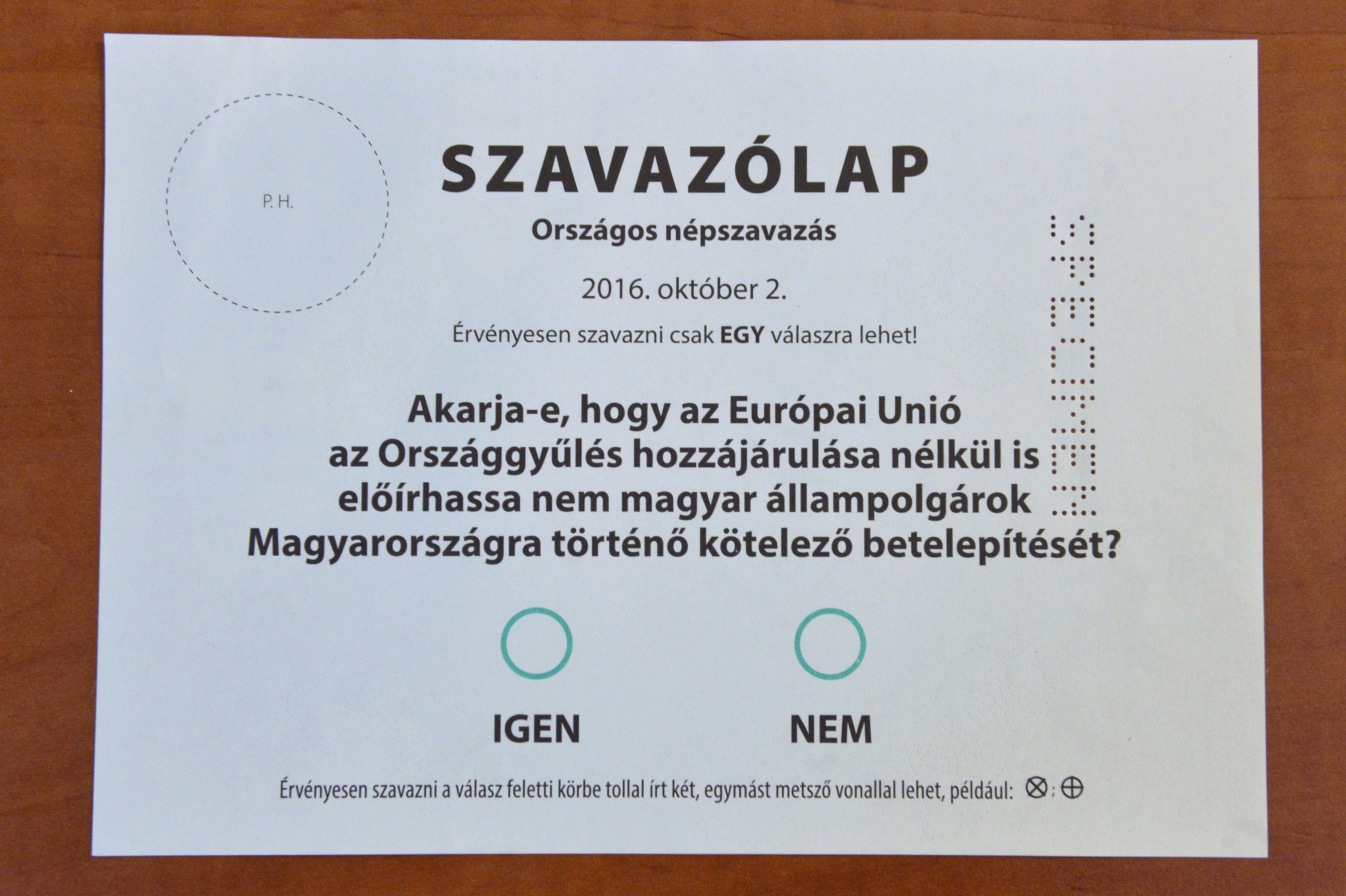 A DK feljelentést tesz mert minisztériumi és önkormányzati hivatalnokok a kvótareferendumon való részvétel és a nem szavazat mellett győzködik a választókat