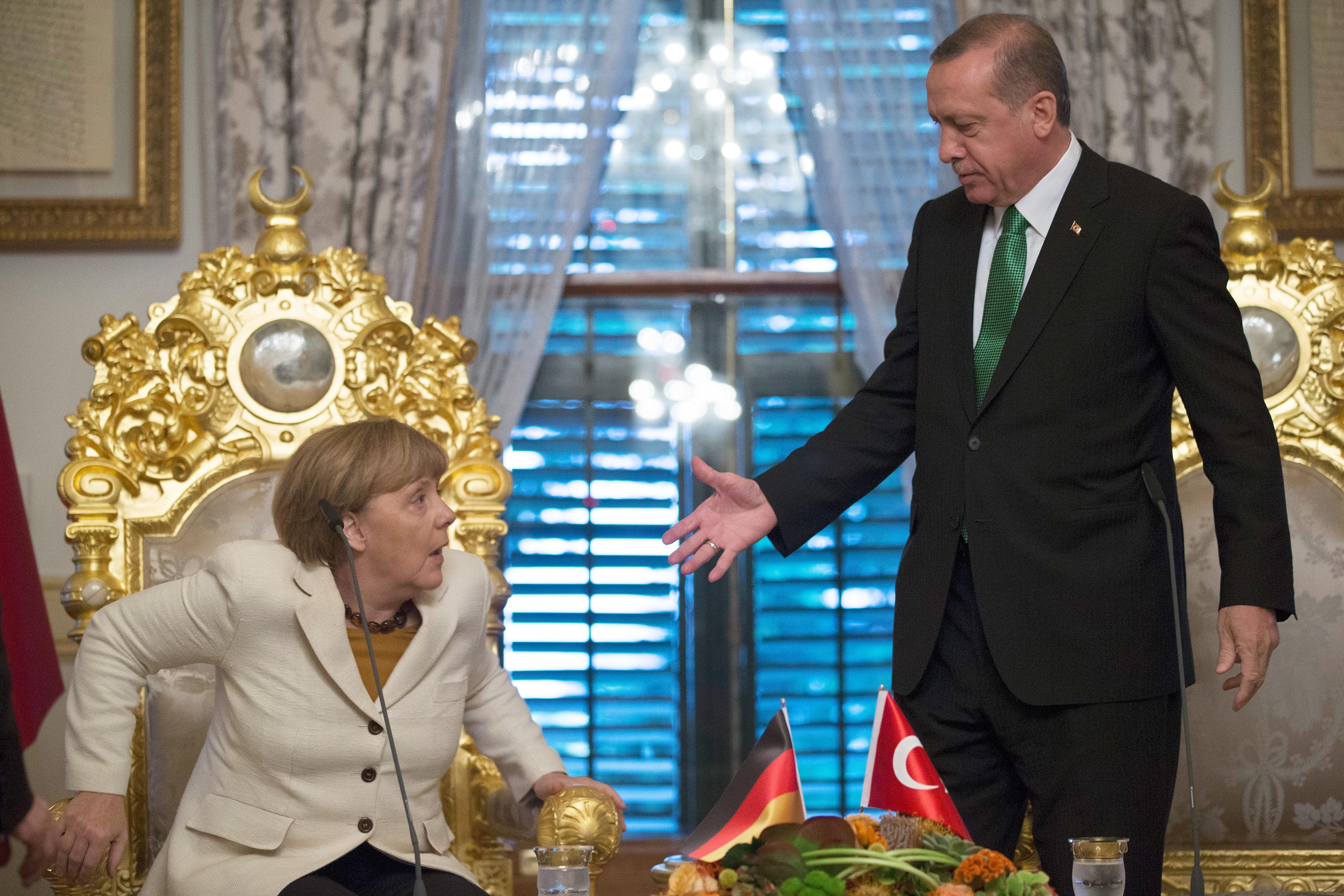 Fél év alatt megbukhat a menekültalku, ha a németek és a törökök tovább izmoznak egymással