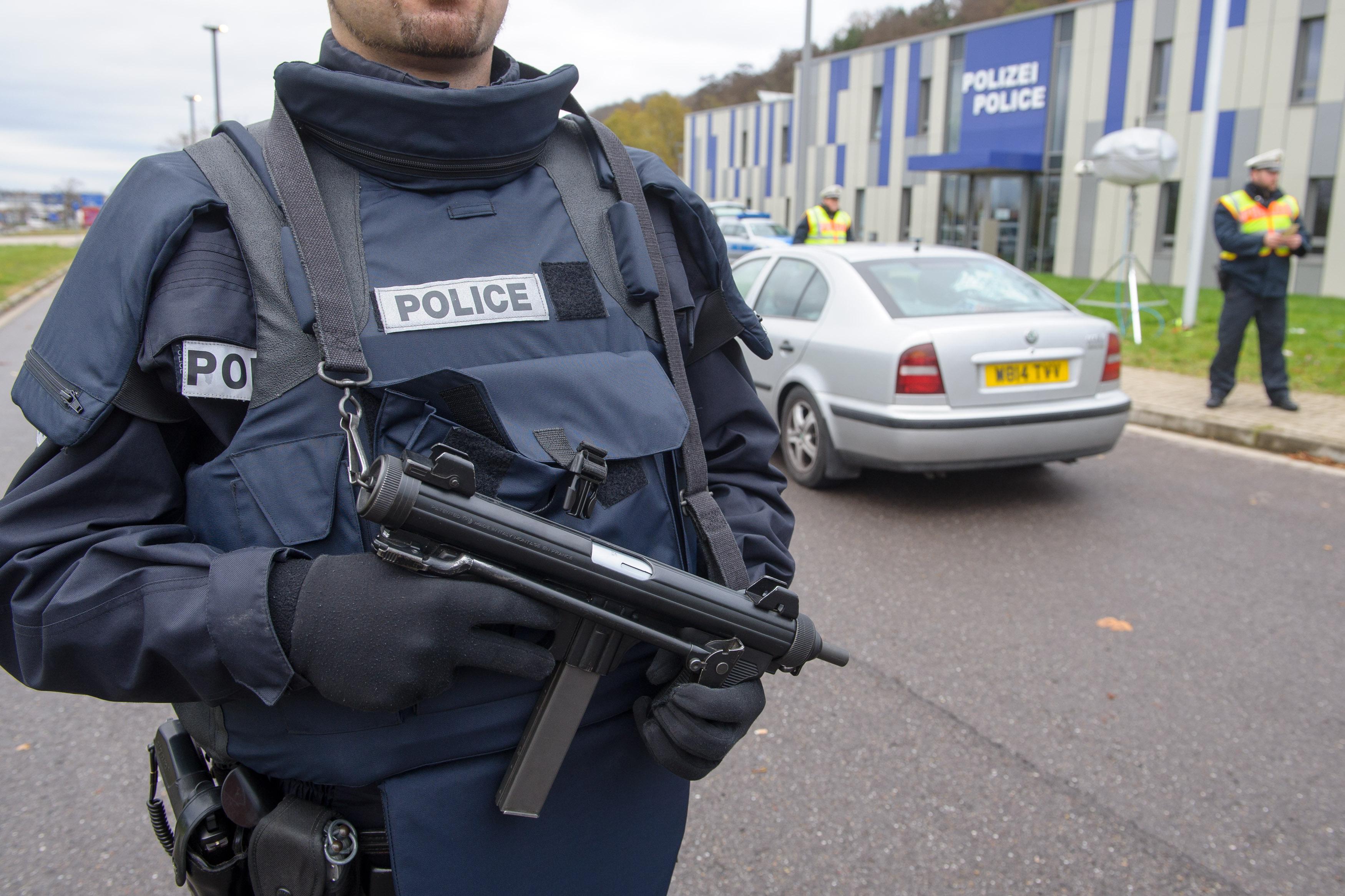 Egy fegyveres férfi barikádozta el magát egy német étteremben