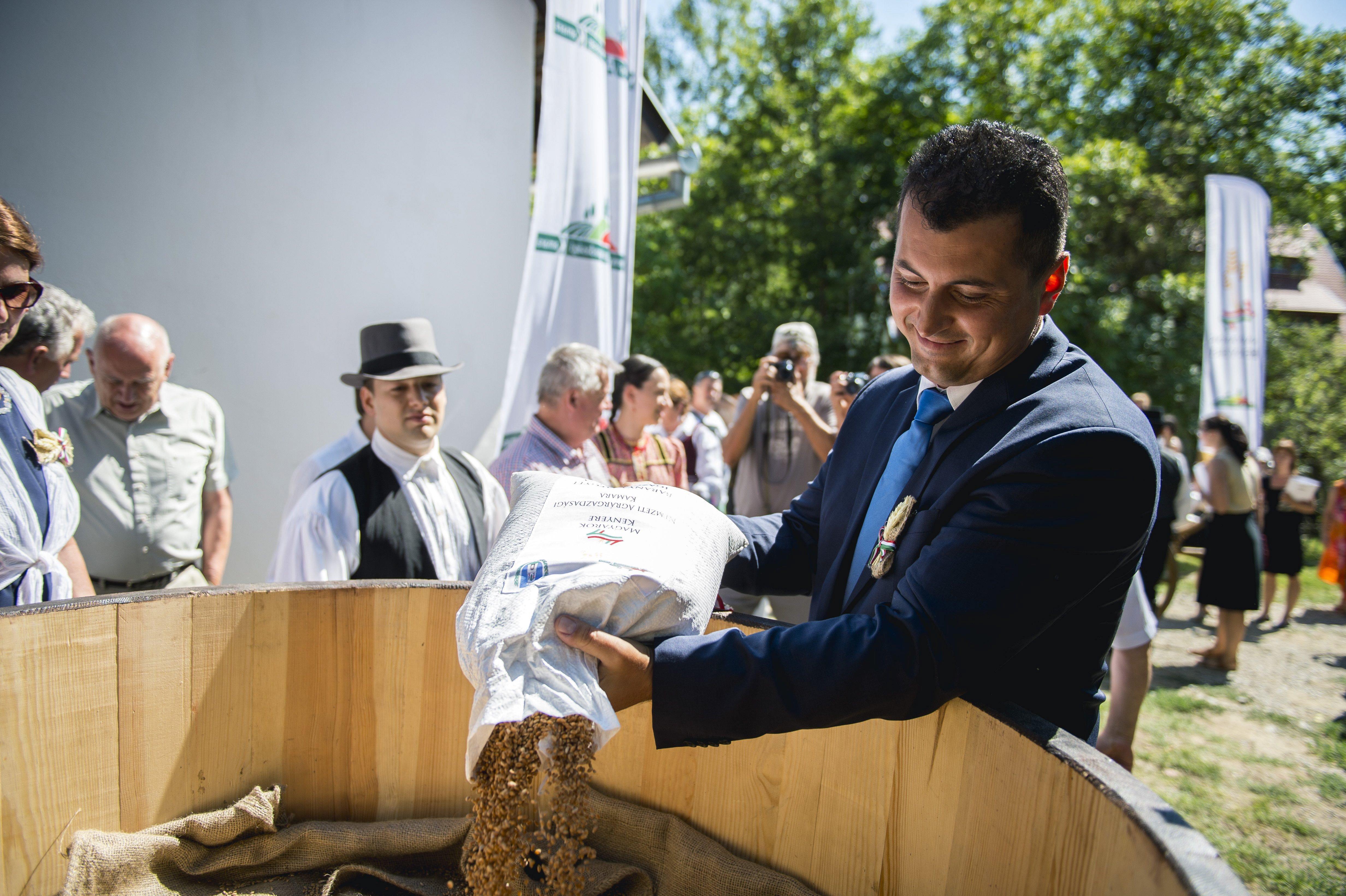 50 millió forint állami támogatást kapott Kis Miklós Zsolt agrárállamtitkár egykori cége, ami most az apjáé
