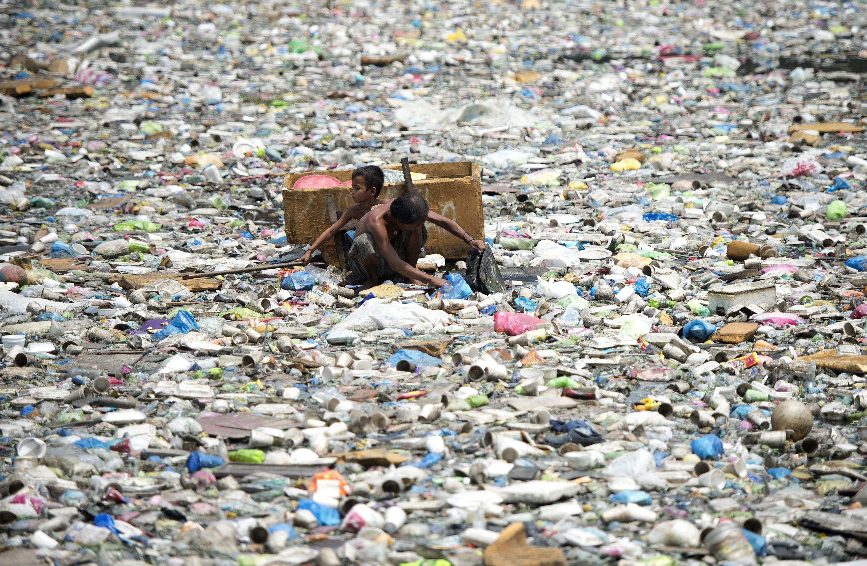 Hawaii és Kalifornia között 40 tonna műanyagszemetet gyűjtöttek a Csendes-óceánból környezetvédők