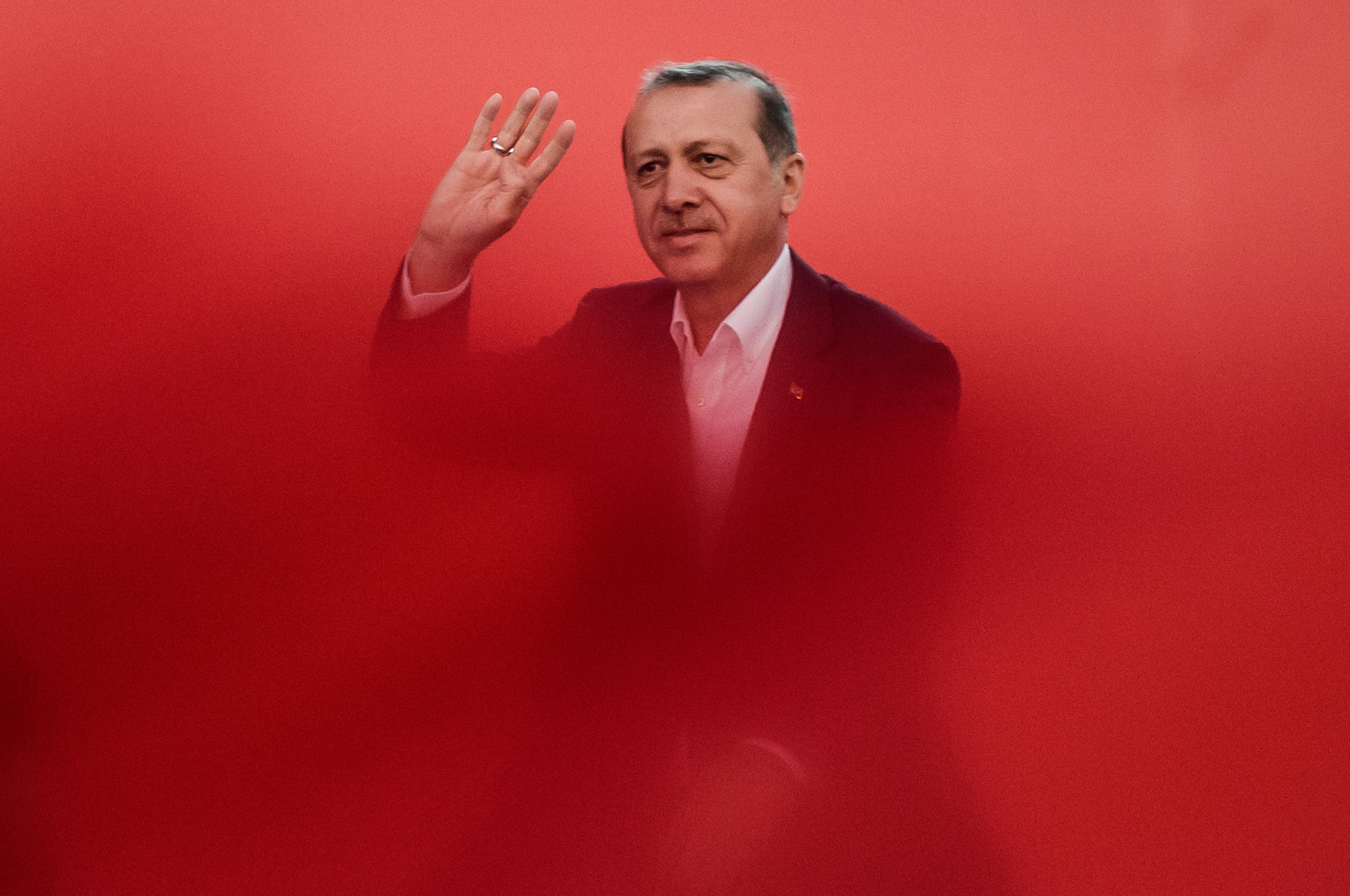 Erdogan bedobta Srebrenicát is, hogy sót dörzsöljön a hollandok sebébe