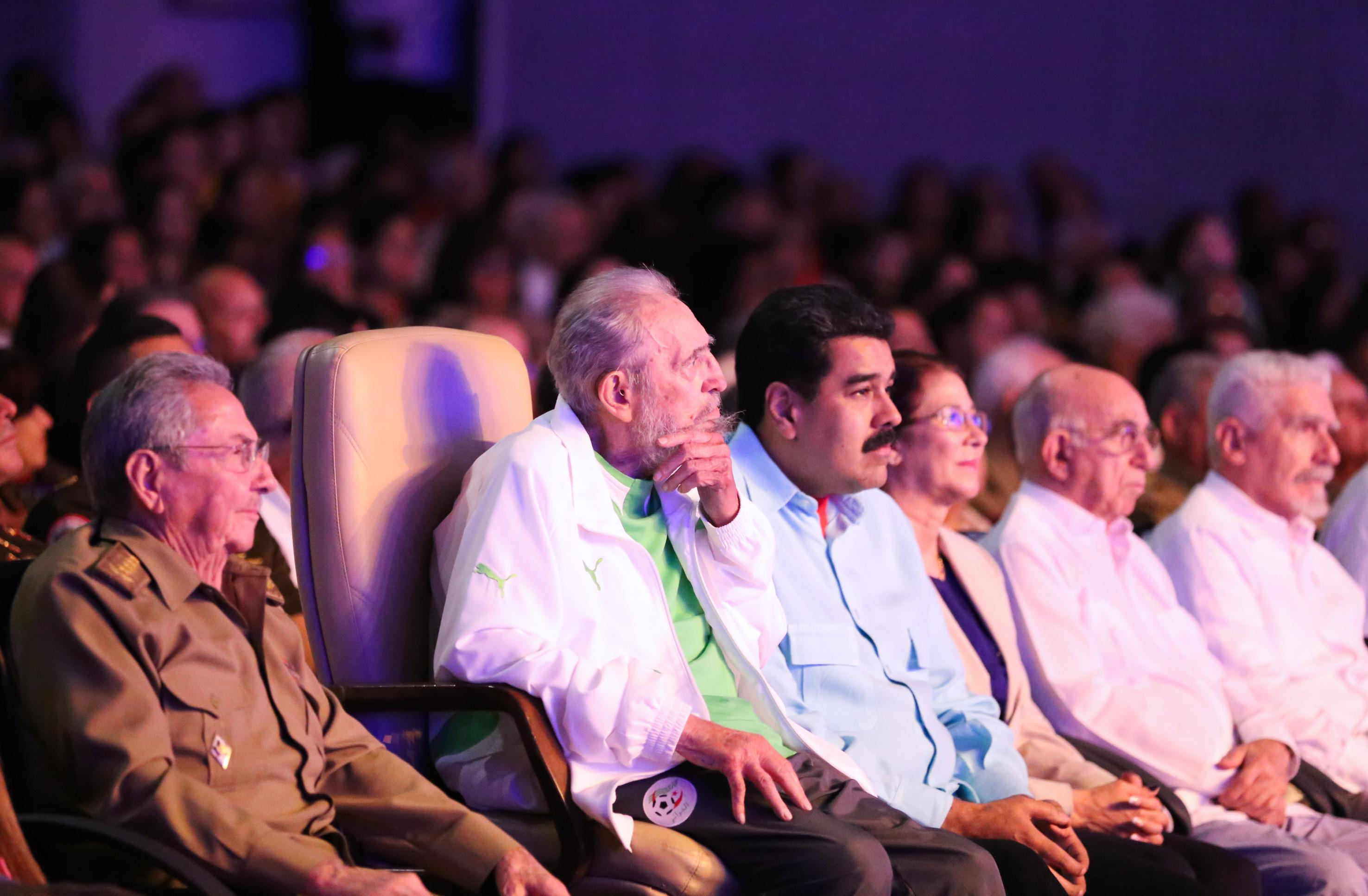 90. születésnapján újra felbukkant a nyilvánosság előtt Fidel Castro