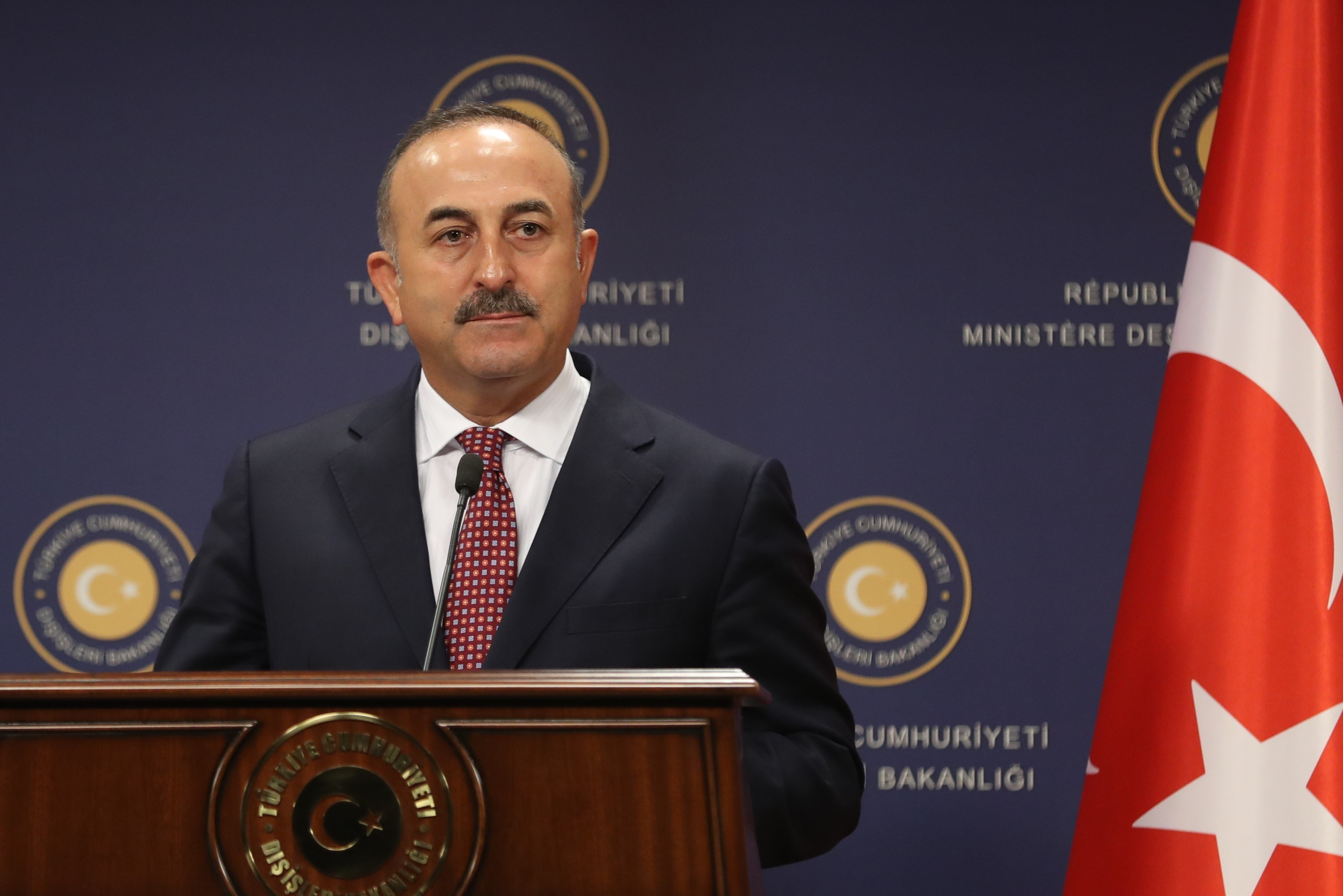 Nem engedték leszállni Hollandiában a török külügyminiszter gépét