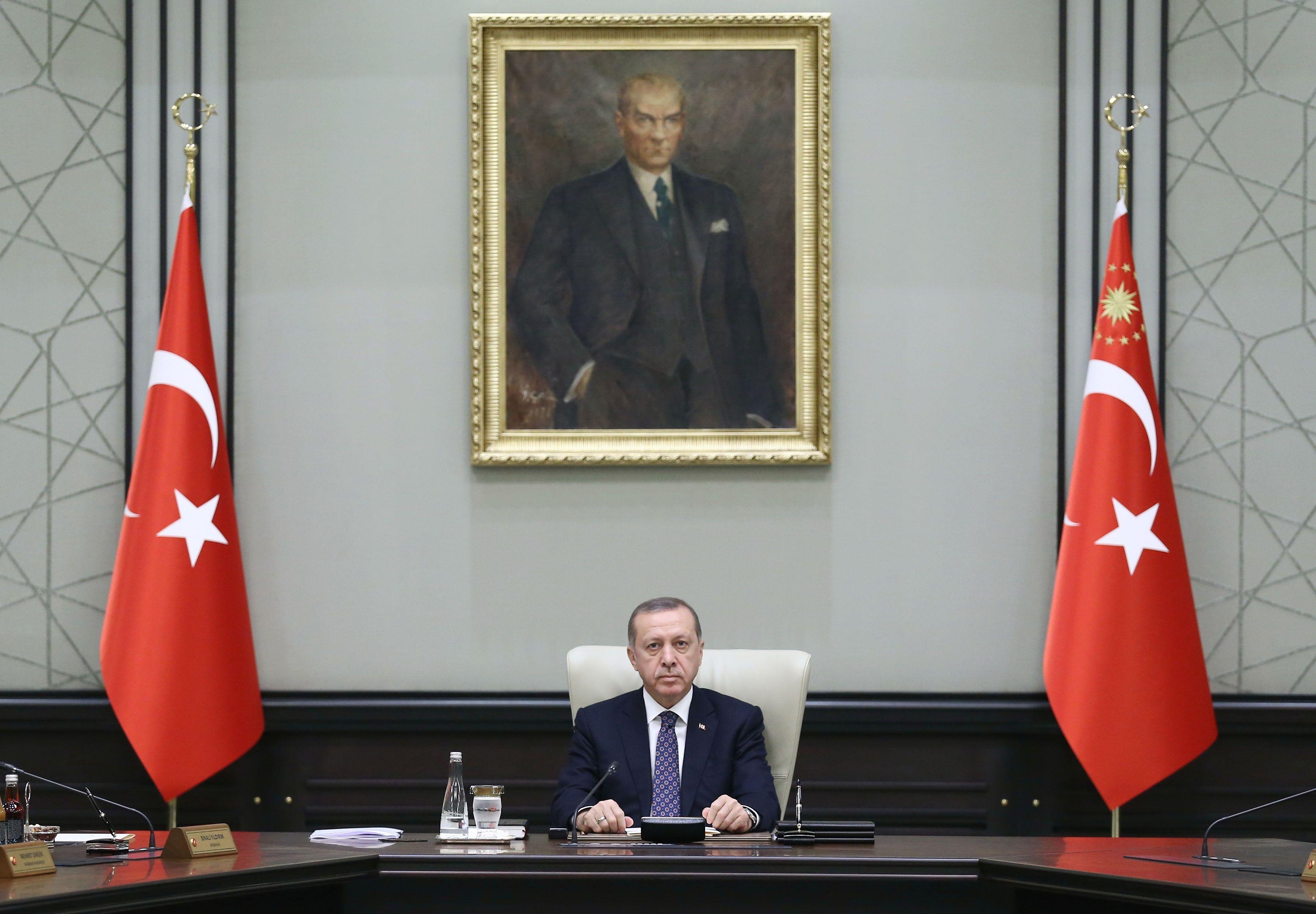 Mégsem jön el Szulejmán sírjához Recep Tayyip Erdogan