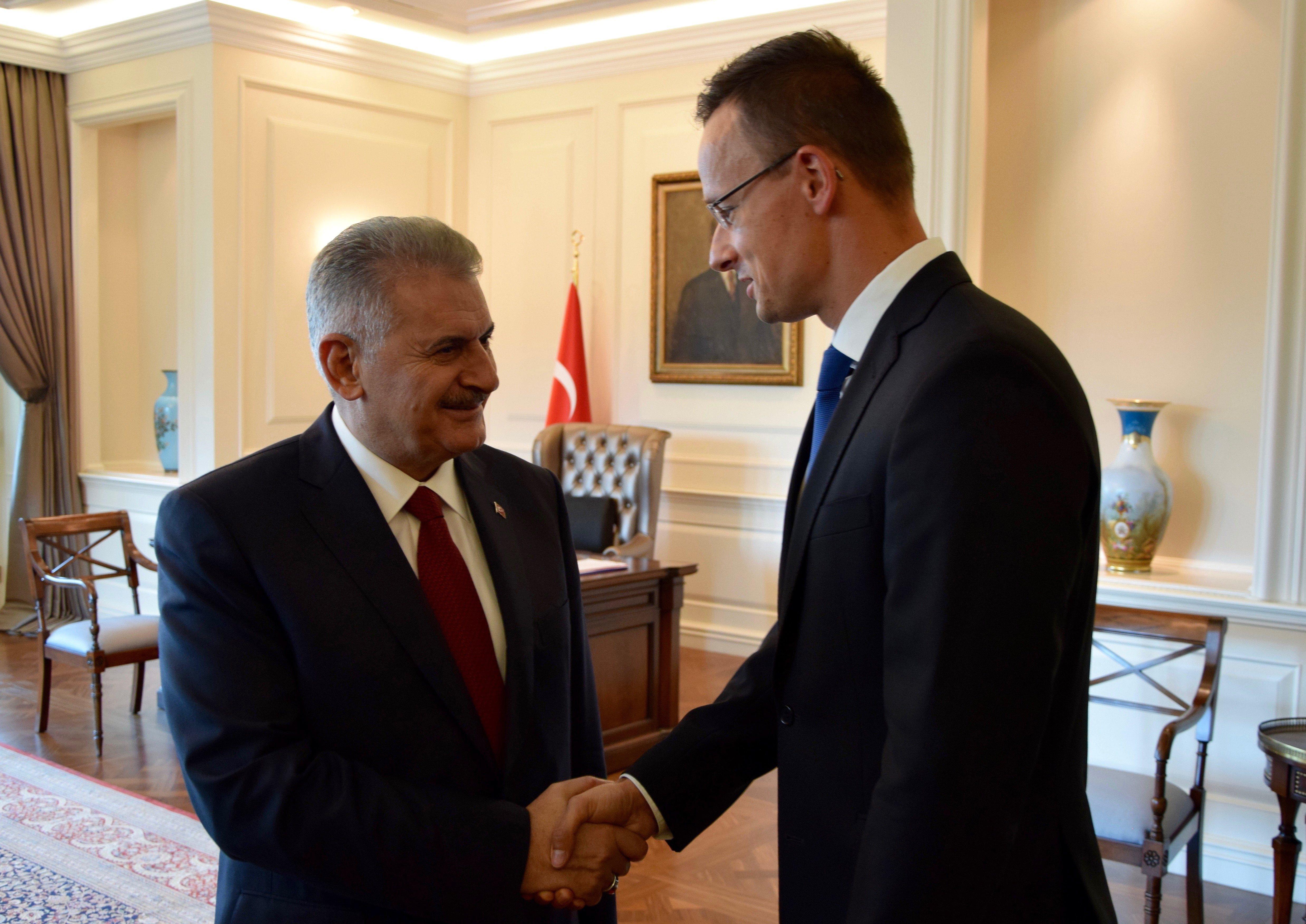 Szijjártó Péter Ankarában: El kell fogadni a török kormány puccsra adott válaszát