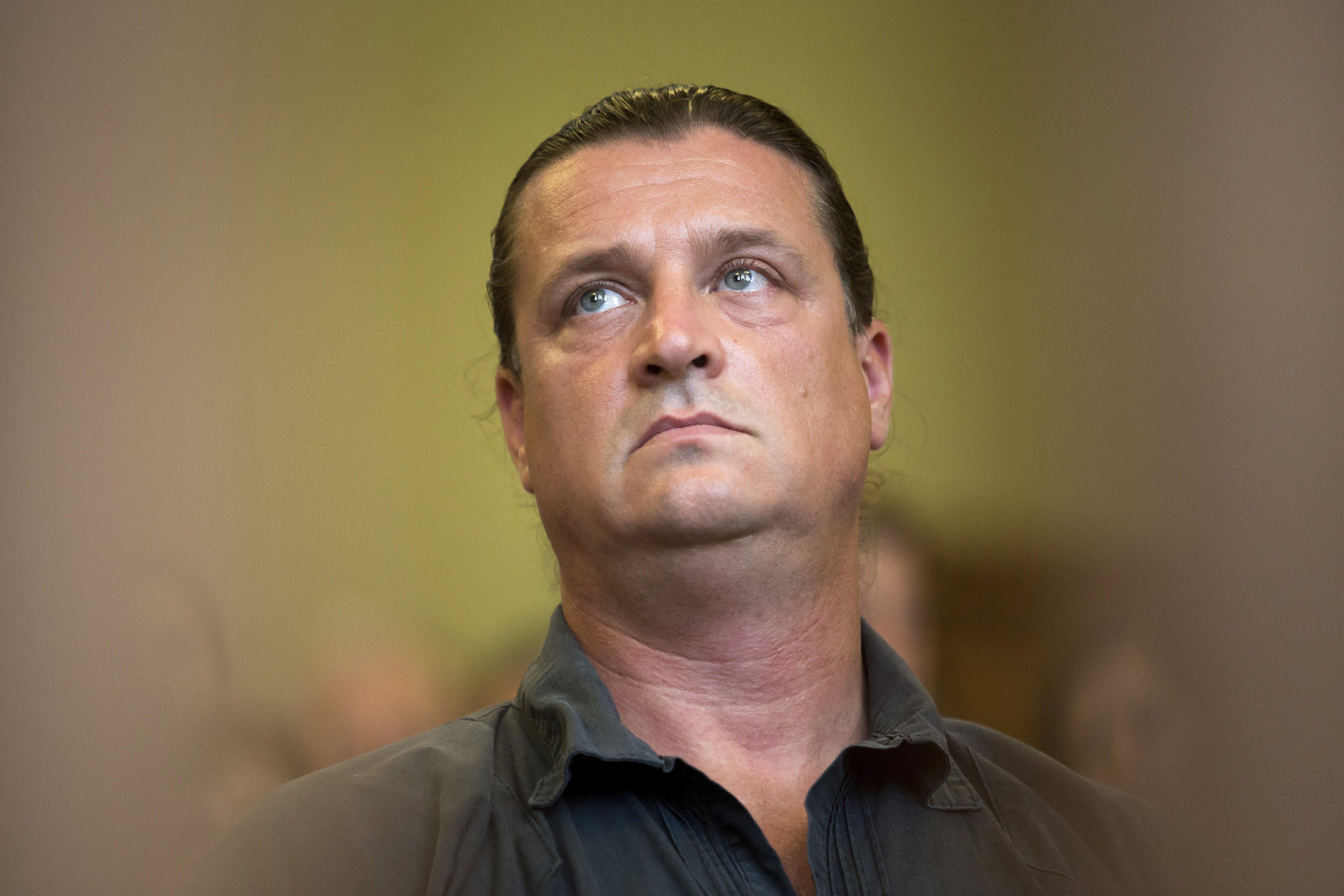 A terrorizmussal vádolt Budaházy a Figyelőben állt ki Mészáros Lőrinc és a nemzeti konzultáció mellett