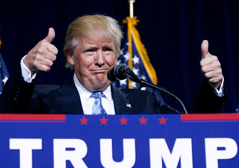 Pénzt kunyerál, majd büszkén odaadja másoknak - így jótékonykodik Donald Trump