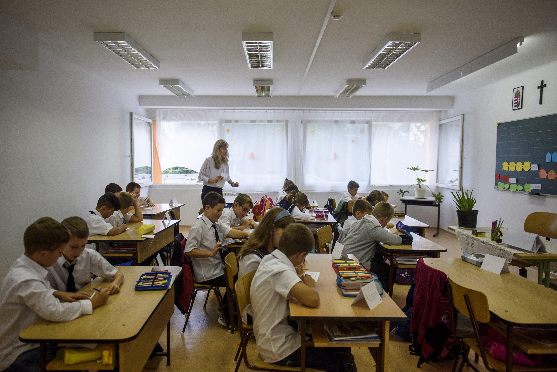 Elkezdték kiszorítani a szegényeket az oktatásból, most meg rájuk mutogatnak, hogy nem akarnak tanulni
