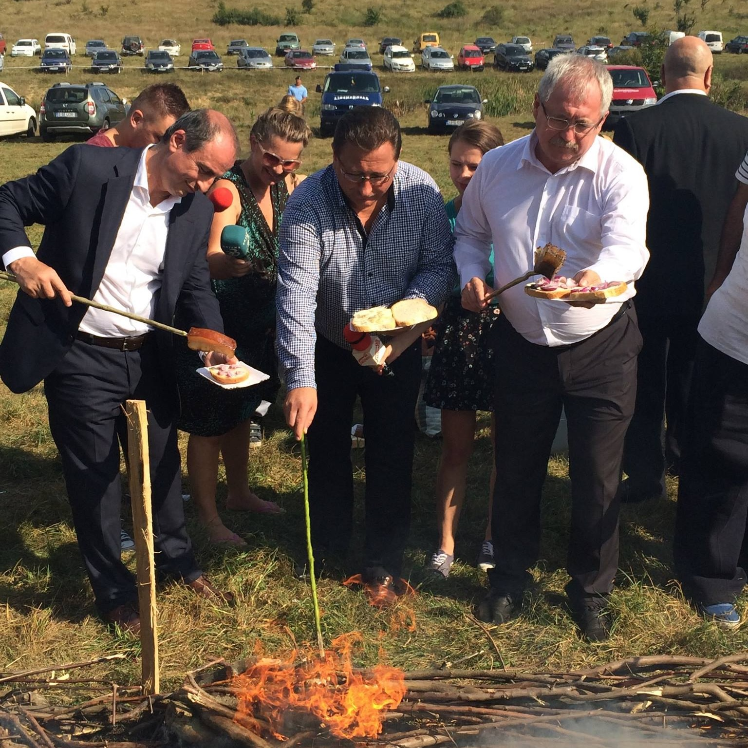 Fazekas Sándor 1500 emberrel együtt sütött szalonnát