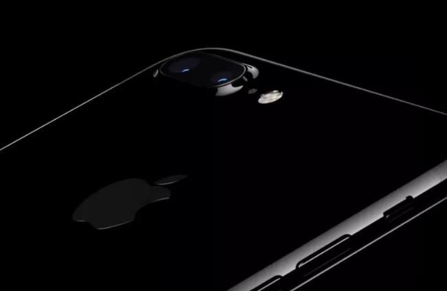 Az új iPhone-t nyugodtan beleejtheted a vécébe is