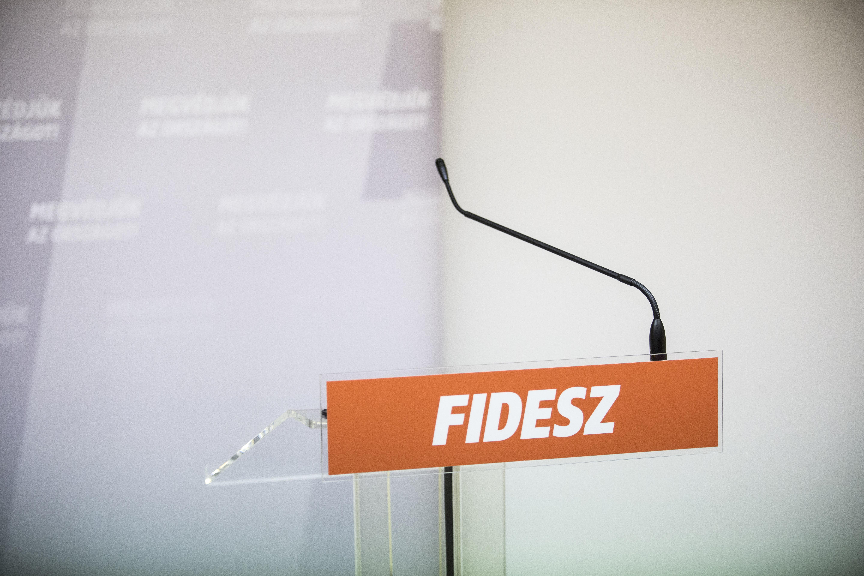 A Fidesz azért gáncsolta el az övével szinte teljesen egyező jobbikos alkotmánymódosítási javaslatot, mert azzal a Jobbik Brüsszelt segíti