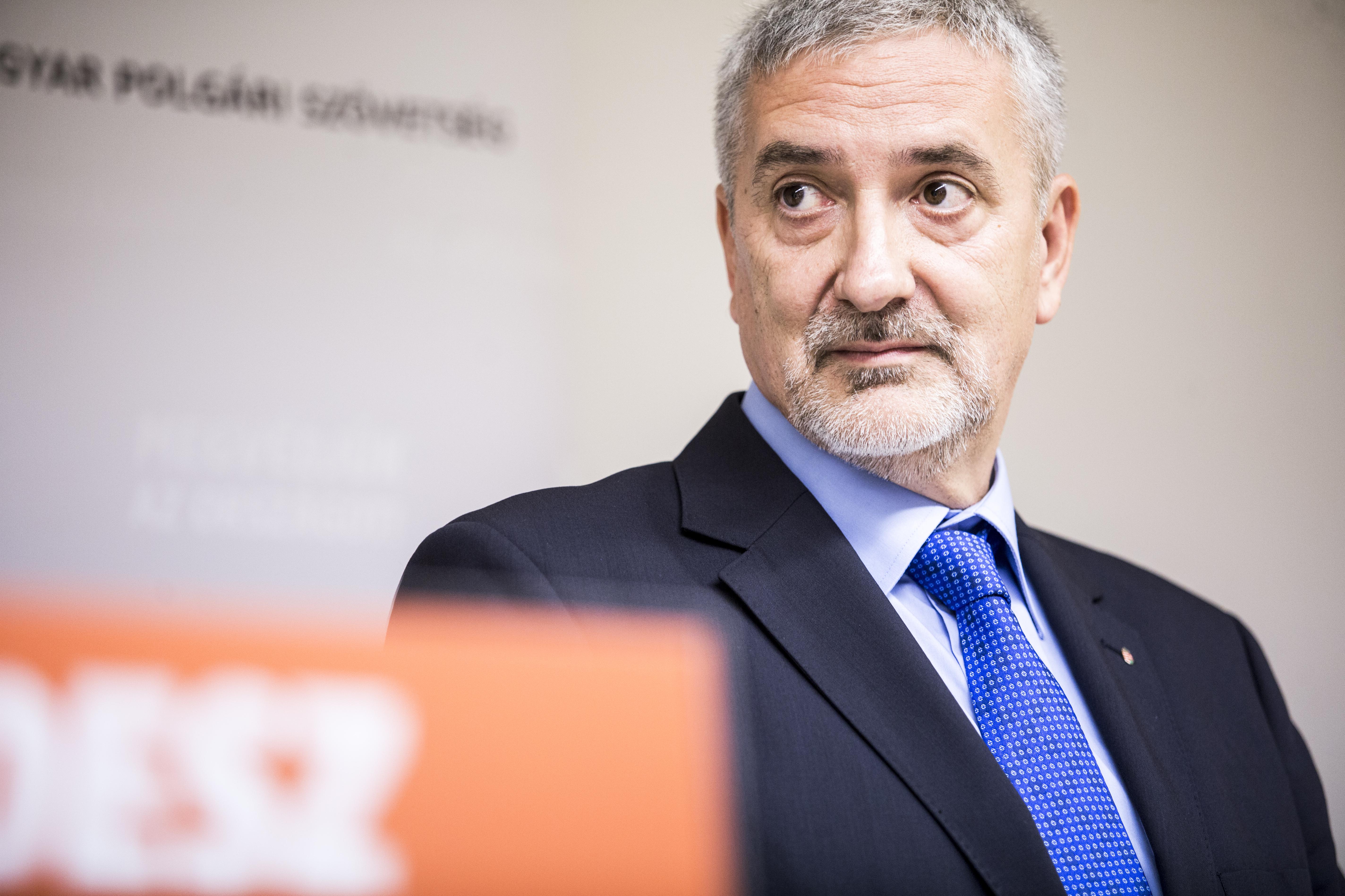 """""""Nagyon sokan így szeretjük őt"""" – mondta a Fidesz-frakció szóvivője Bayer Zsoltról"""