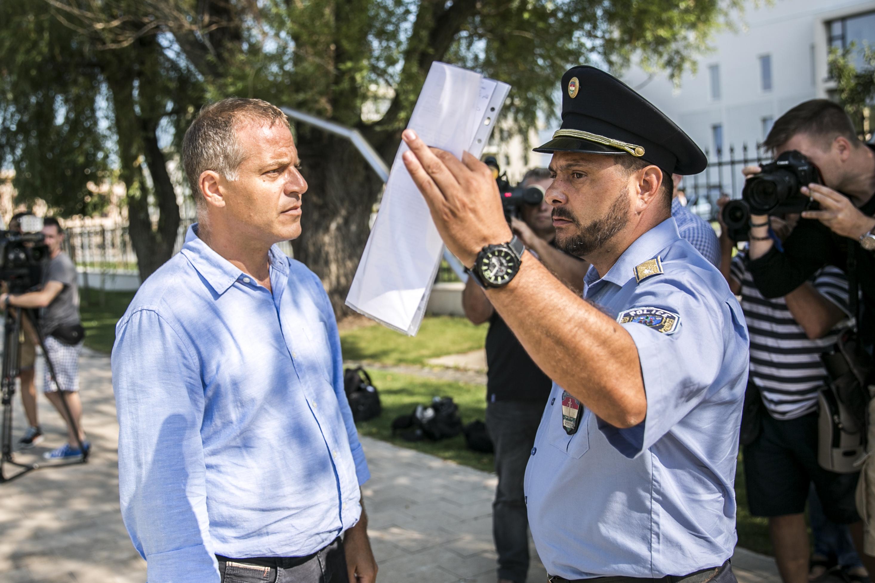 A rendőrség SOSEM lépne fel politikai céllal, ezekben az ügyekben is csak szakmai szempontok alapján végezték a munkájukat
