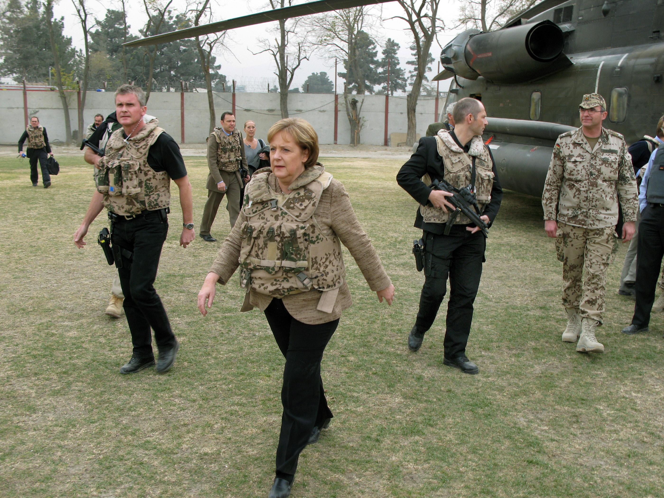 Merkel lecseréli a migránsválság idején használt szlogenjét