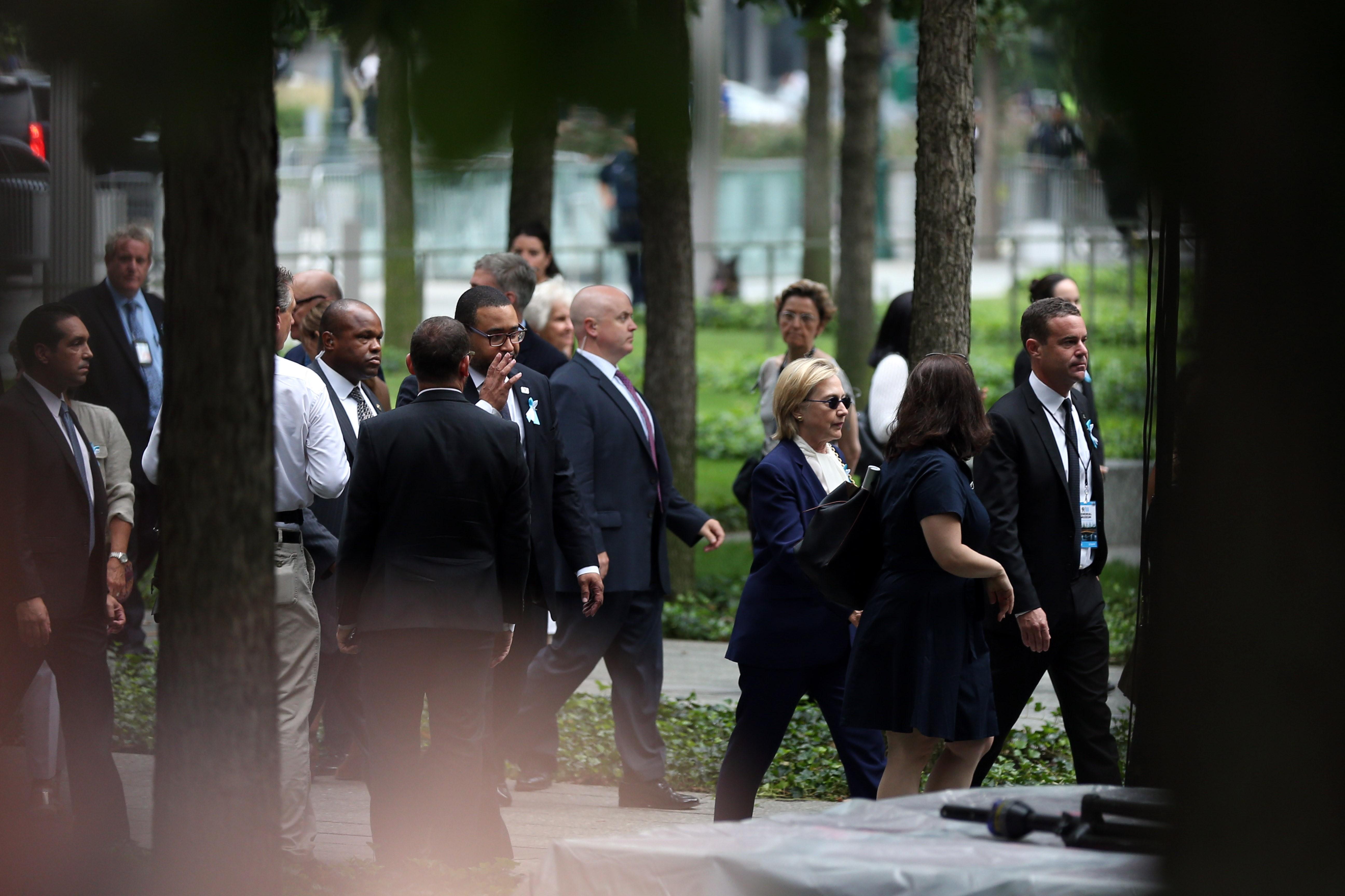 Hillary Clinton rosszul lett 9/11 megemlékezésén, és idő előtt távozott