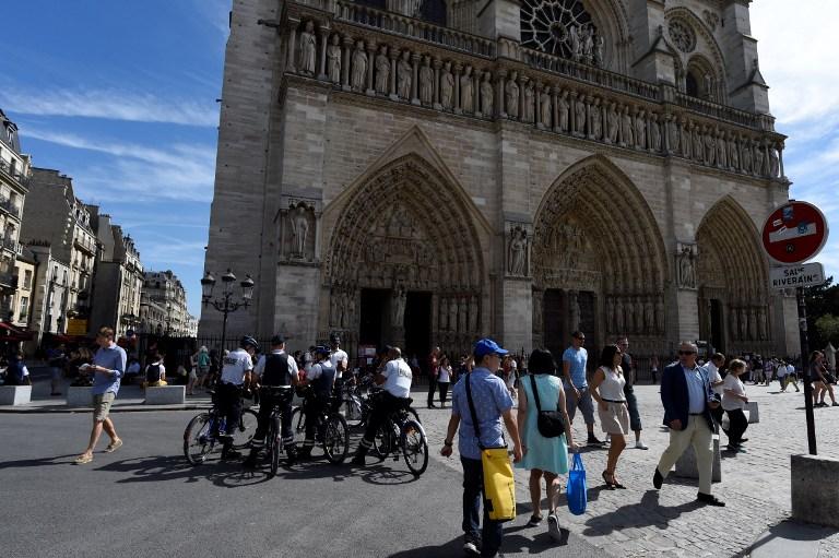 A francia kormány szerint nincs jele annak, hogy a Notre-Dame előtti téren kalapáccsal támadó férfi radikális iszlamista volna