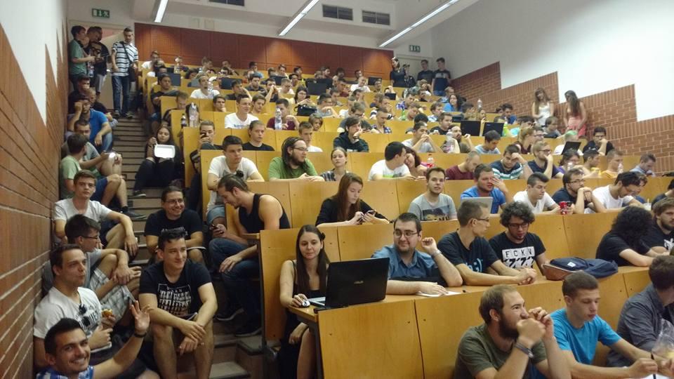 Be akarták fenyíteni az ellógó egyetemistákat az ELTE-n, aztán kiderült, nincs is annyi hely, ahol mindenki elférne