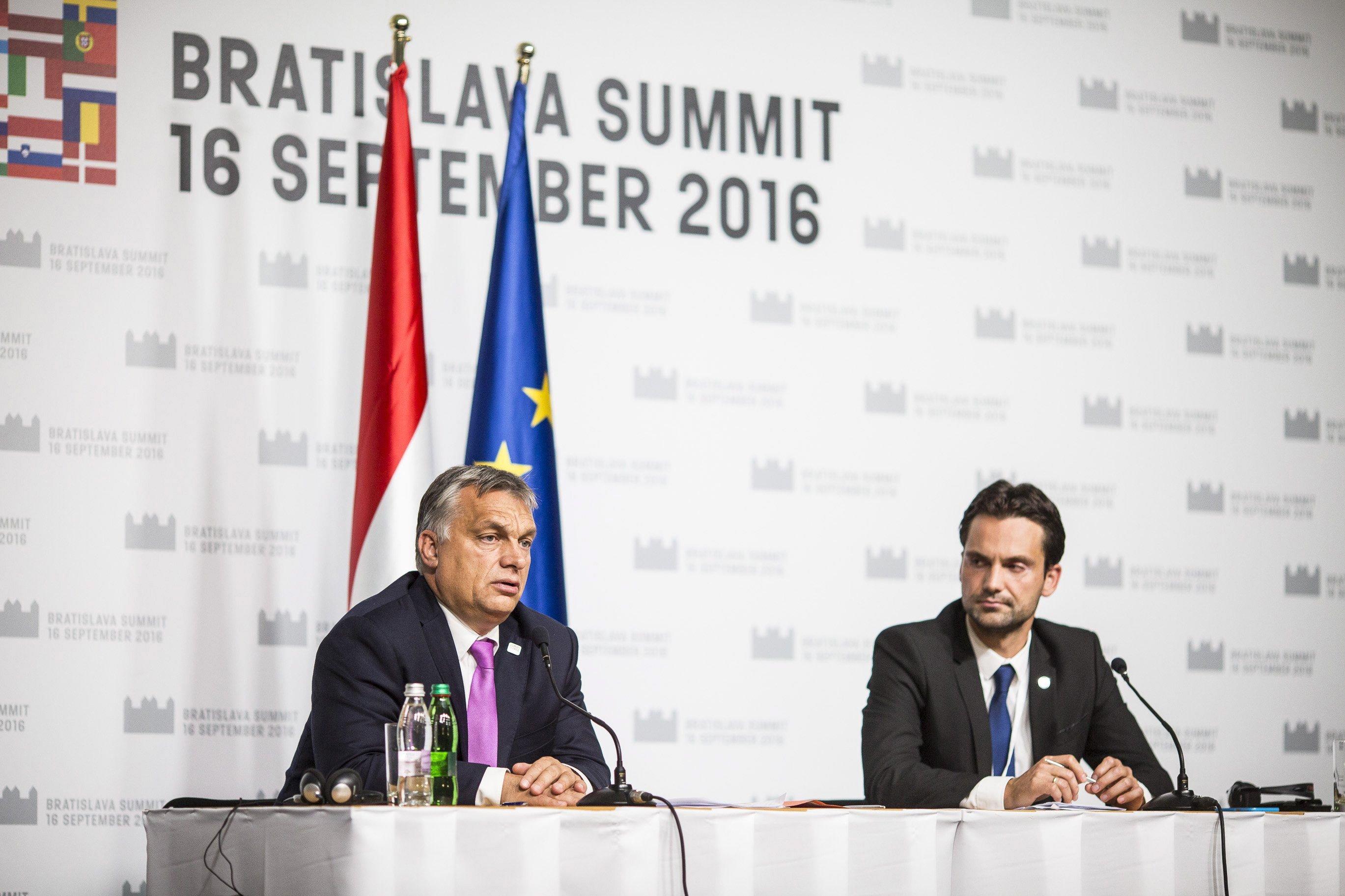 Orbán egy másik mozit nézett Pozsonyban