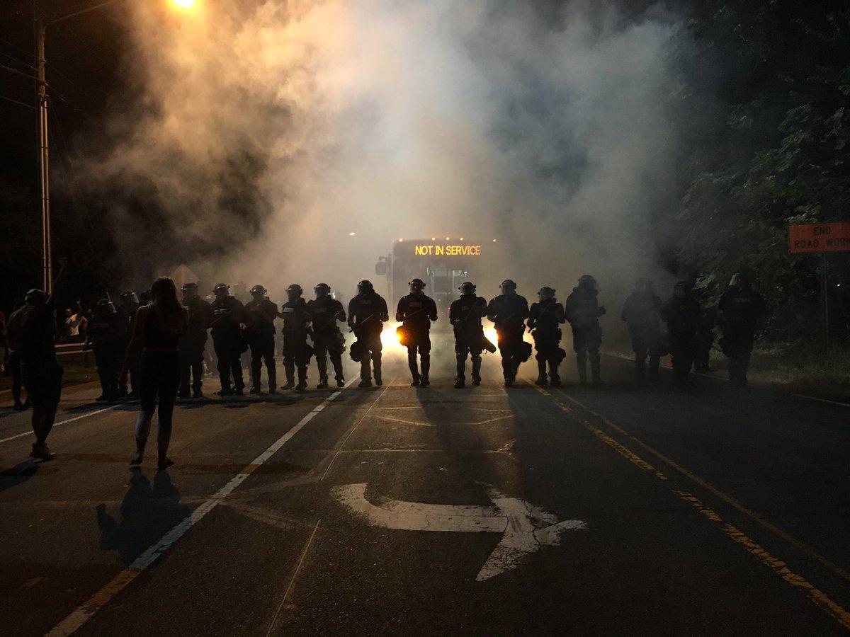 Tüntetők csaptak össze a rendőrökkel Észak-Karolinában, miután lelőttek egy fekete férfit