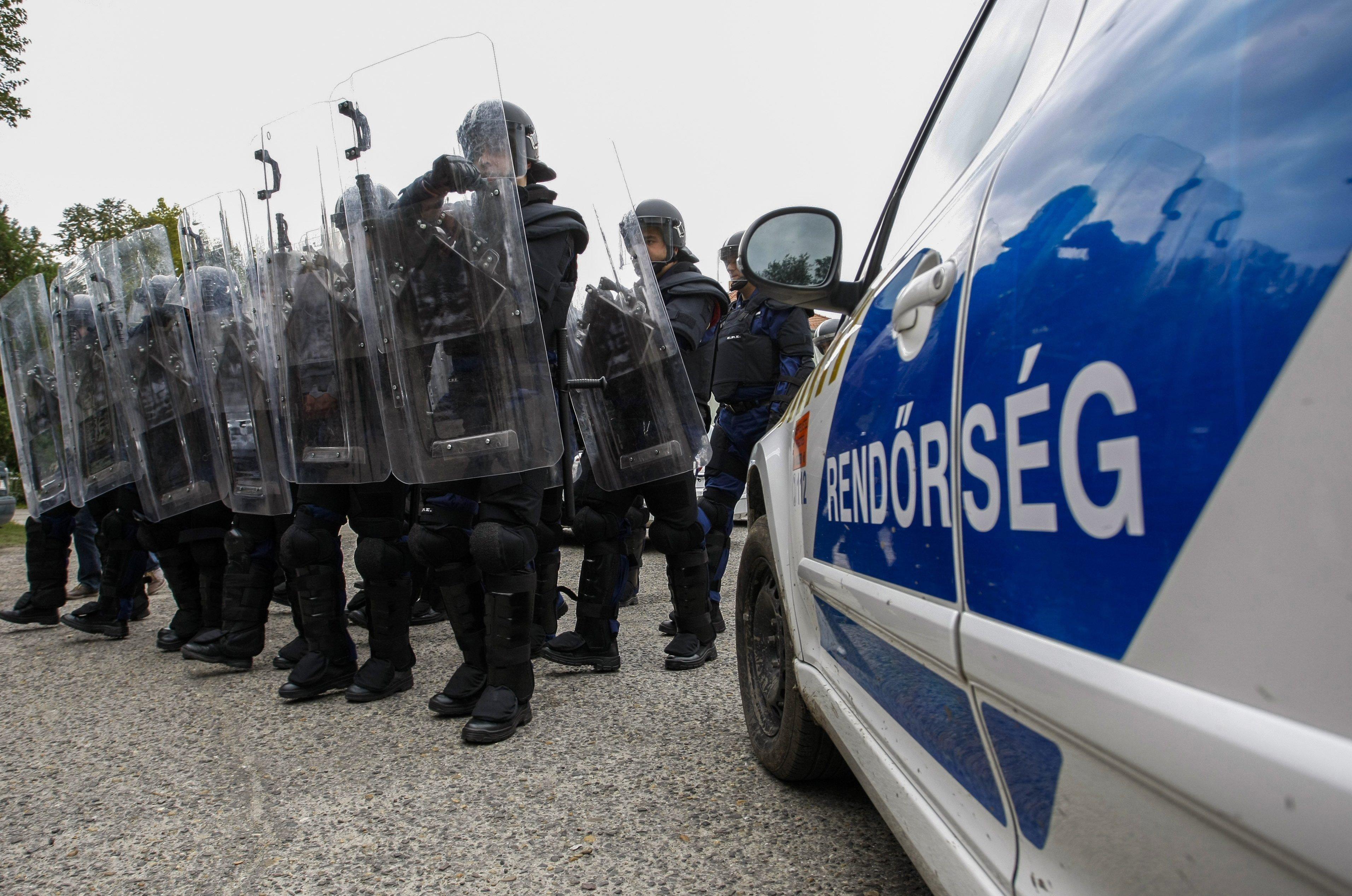 Oxfam: A magyar rendőrök terhes nőket vertek meg a déli határon